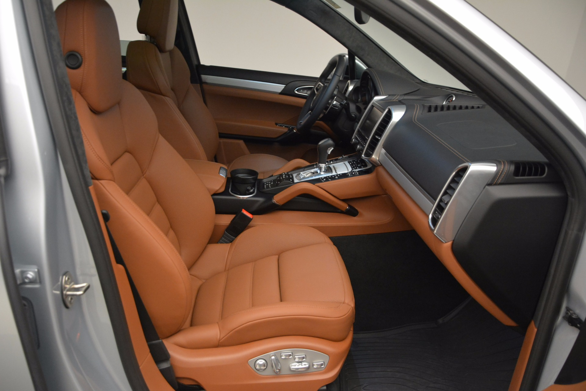 Used 2016 Porsche Cayenne Turbo For Sale In Greenwich, CT 1000_p43