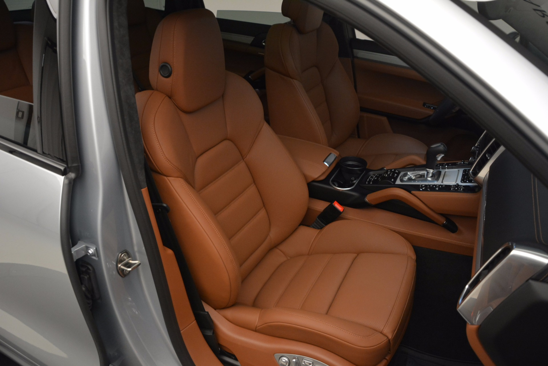 Used 2016 Porsche Cayenne Turbo For Sale In Greenwich, CT 1000_p44