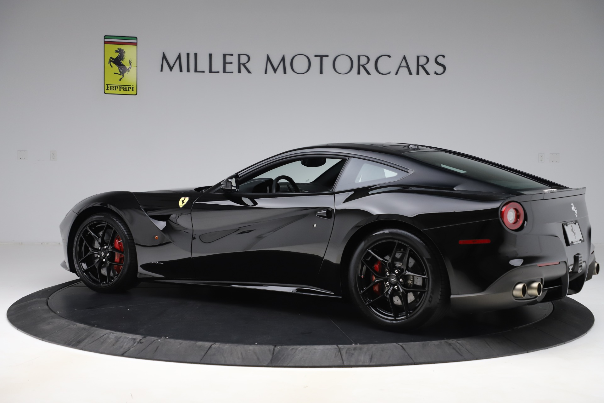Used 2016 Ferrari F12 Berlinetta  For Sale In Greenwich, CT 1008_p4