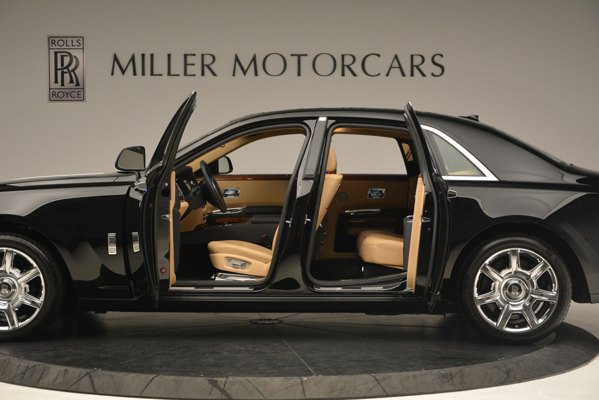 Used 2013 Rolls-Royce Ghost  For Sale In Greenwich, CT 1014_p14