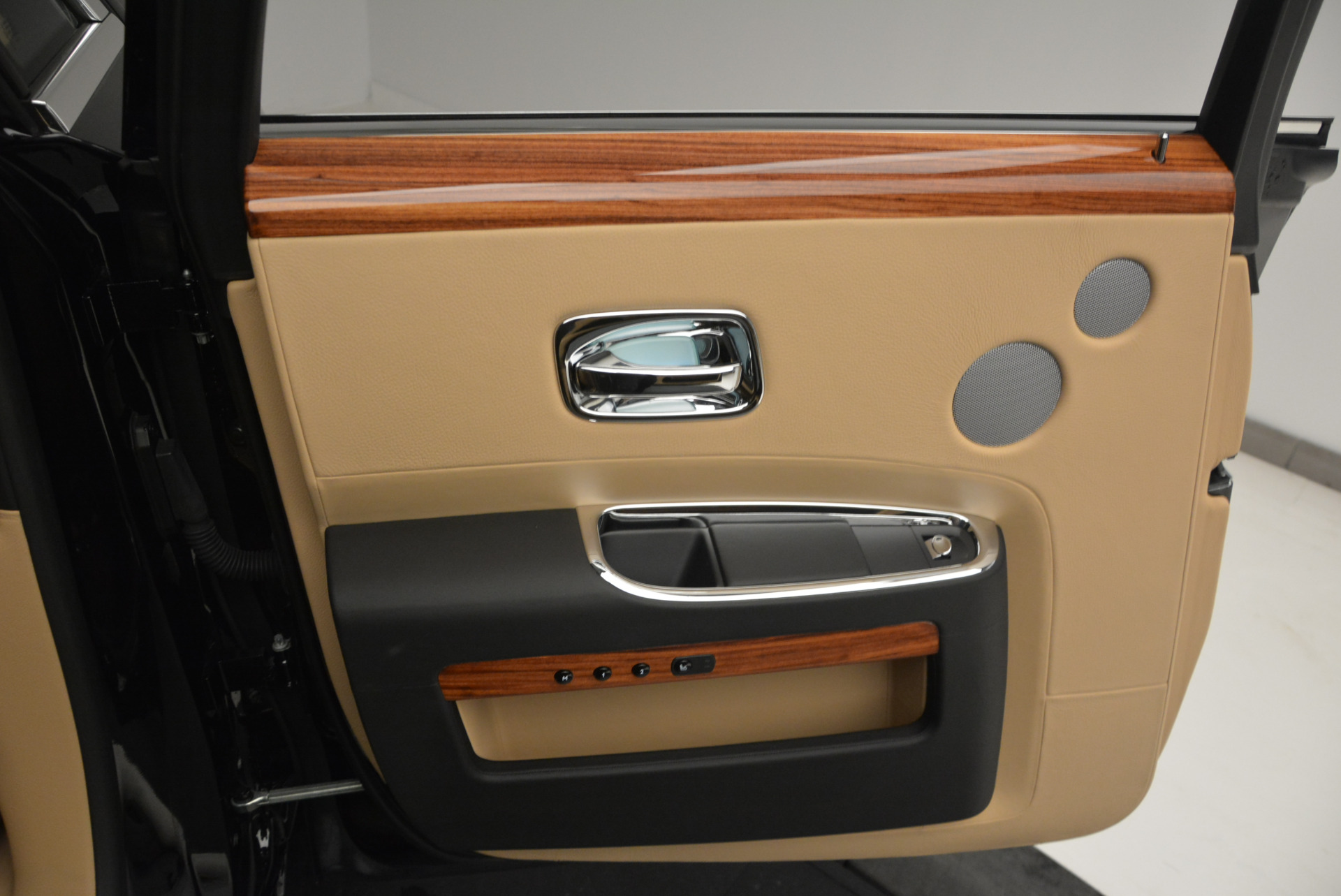 Used 2013 Rolls-Royce Ghost  For Sale In Greenwich, CT 1014_p19
