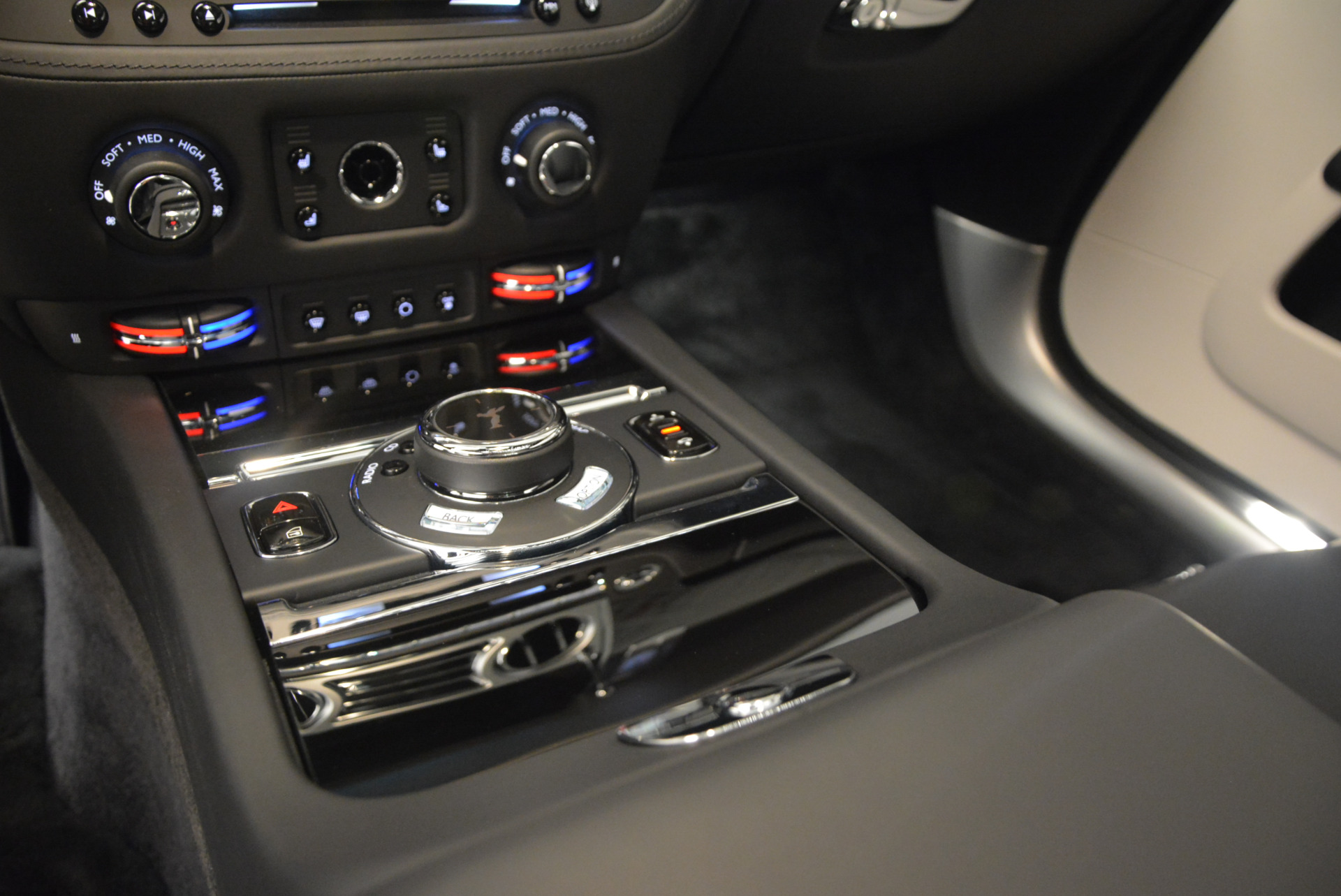 New 2017 Rolls-Royce Wraith  For Sale In Greenwich, CT 1061_p20