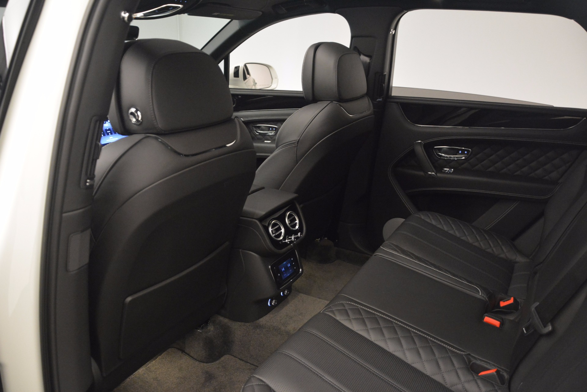 Used 2017 Bentley Bentayga  For Sale In Greenwich, CT 1091_p33