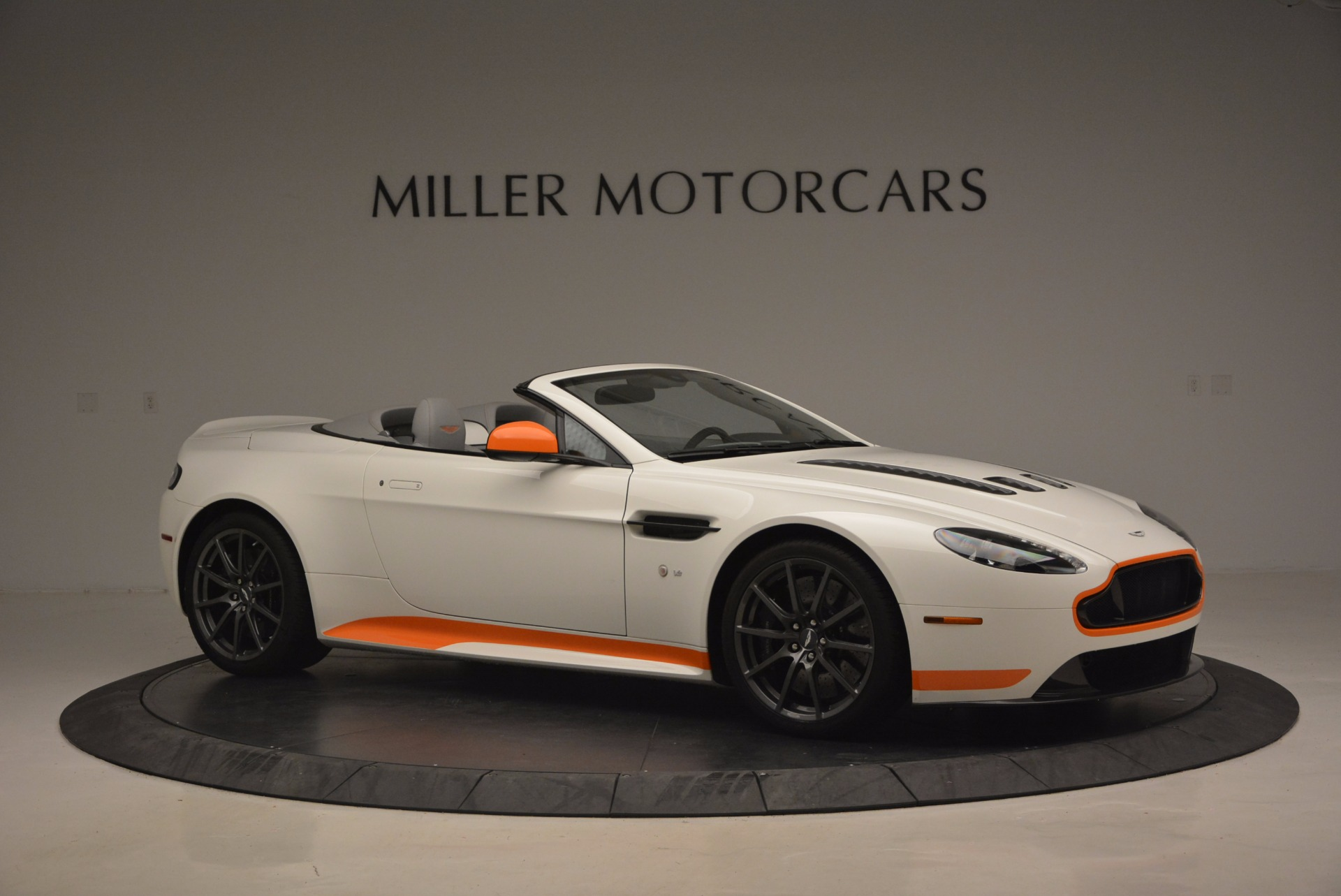 Used 2017 Aston Martin V12 Vantage S Convertible For Sale In Greenwich, CT 1134_p10