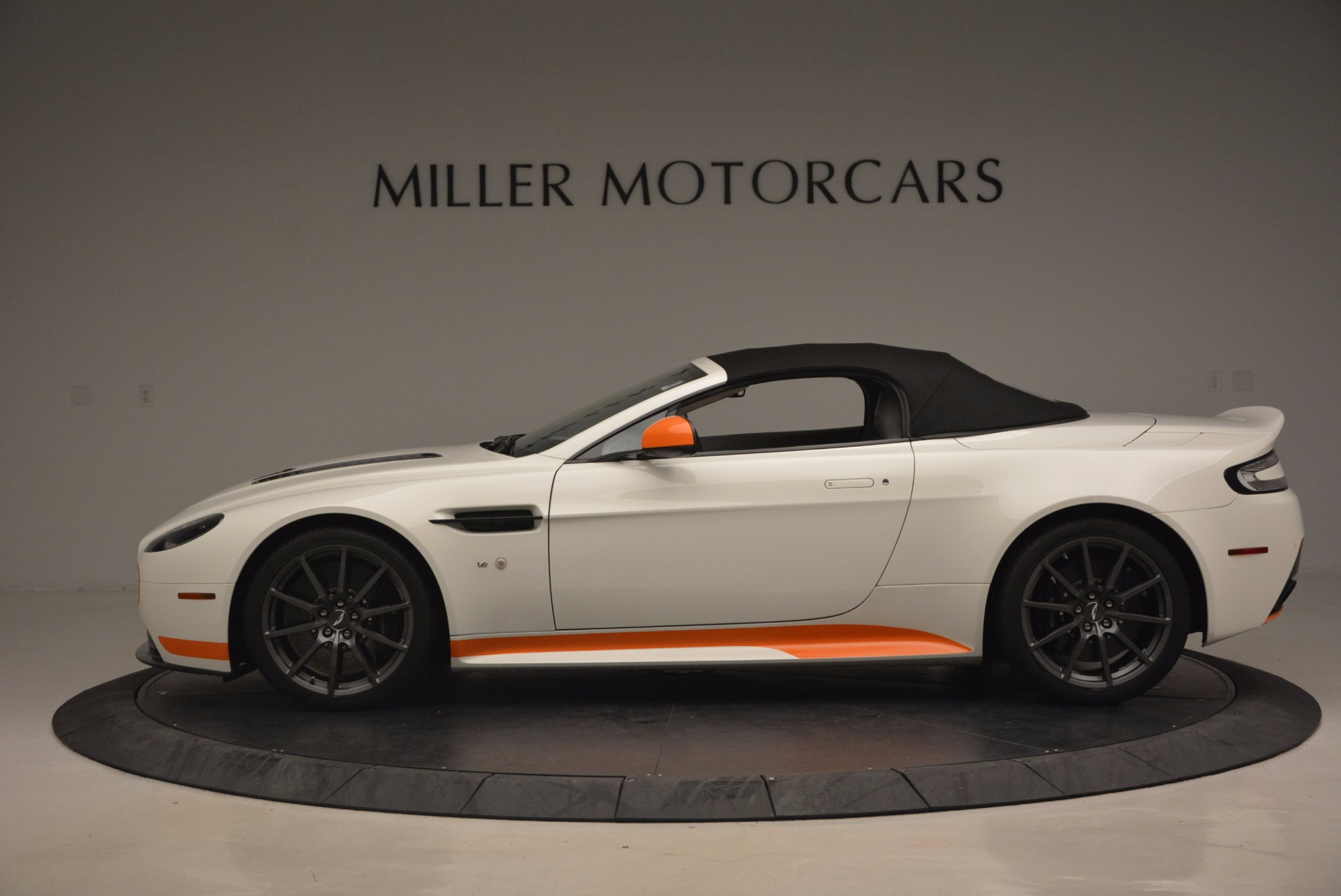Used 2017 Aston Martin V12 Vantage S Convertible For Sale In Greenwich, CT 1134_p15