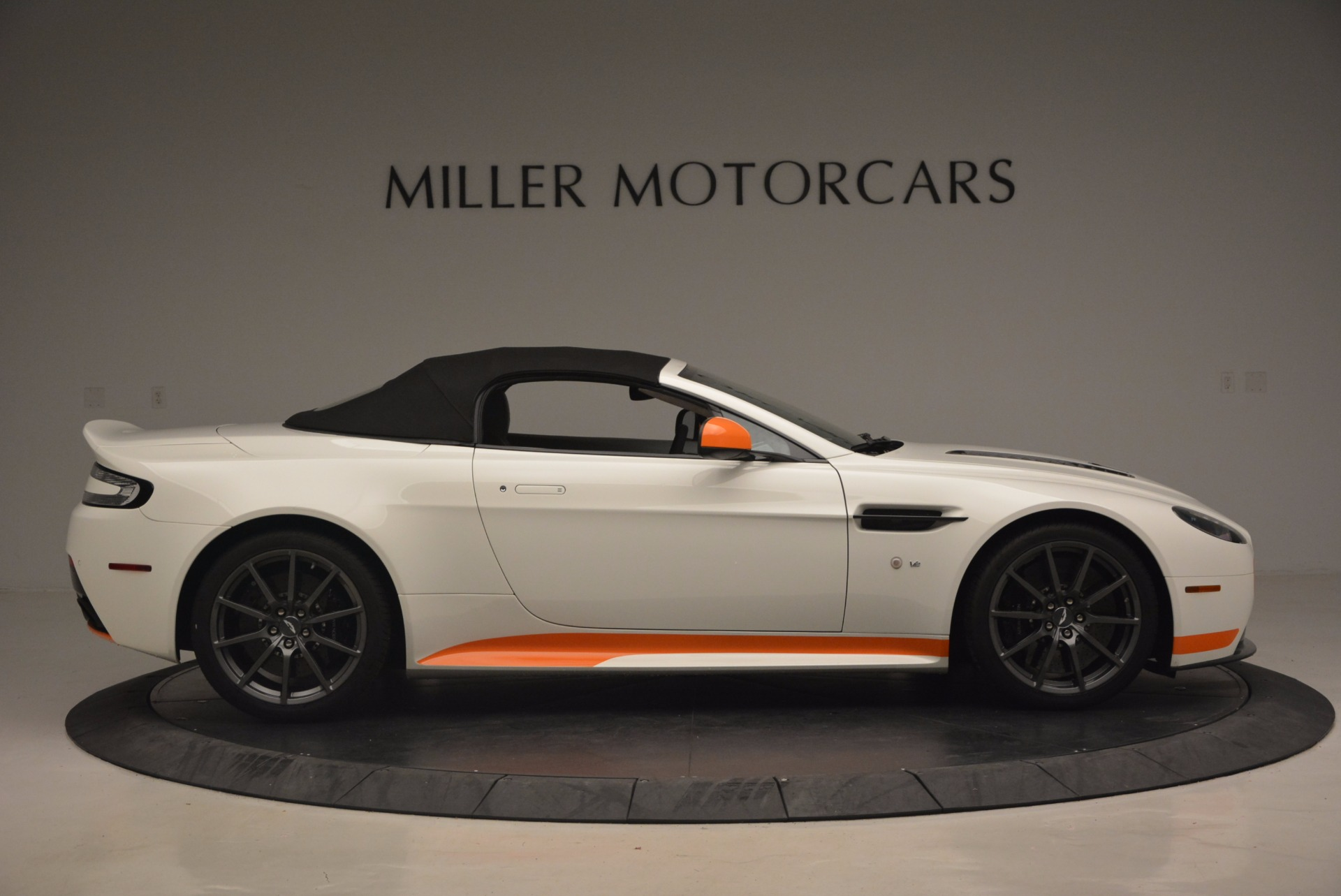 Used 2017 Aston Martin V12 Vantage S Convertible For Sale In Greenwich, CT 1134_p21