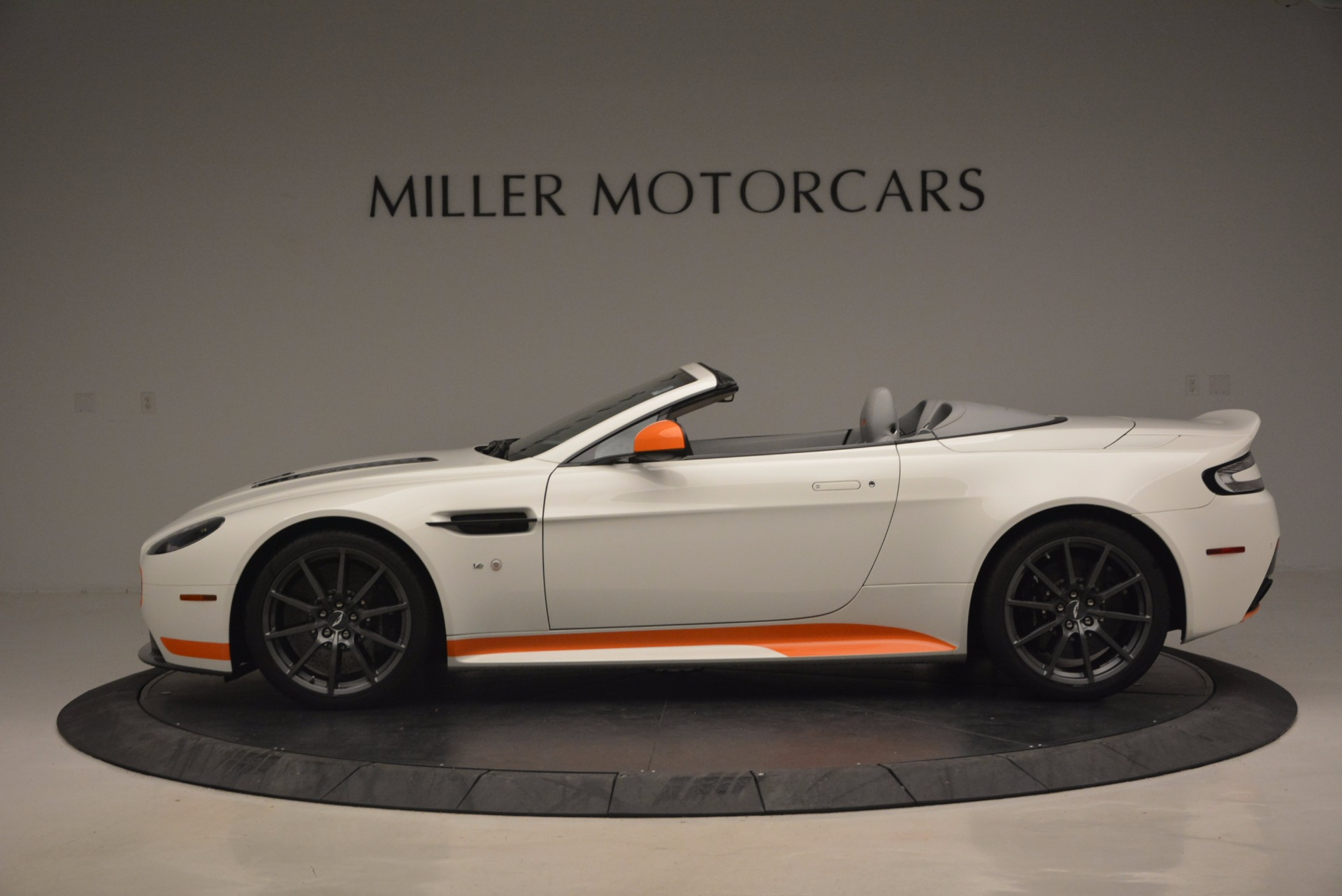 Used 2017 Aston Martin V12 Vantage S Convertible For Sale In Greenwich, CT 1134_p3