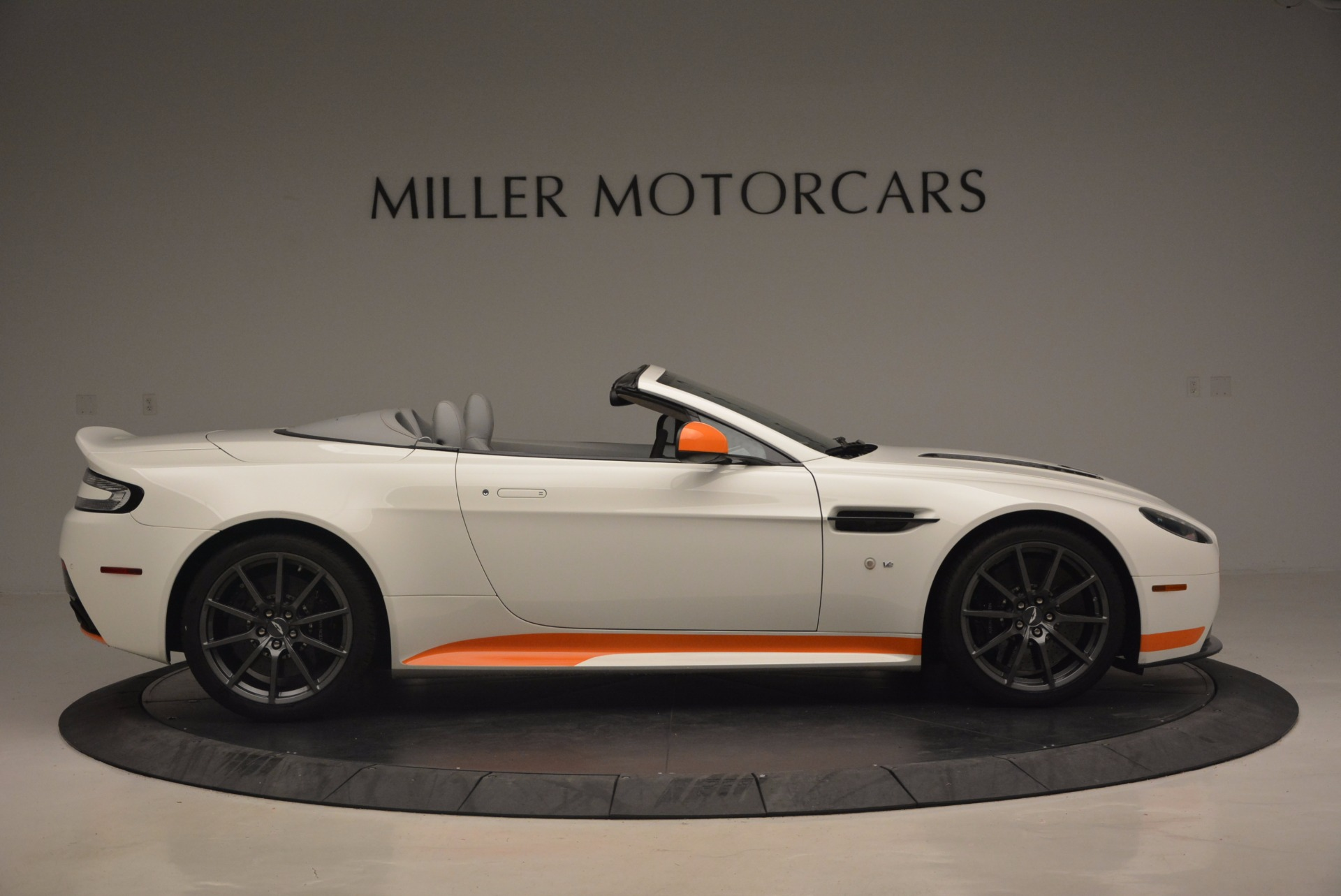 Used 2017 Aston Martin V12 Vantage S Convertible For Sale In Greenwich, CT 1134_p9