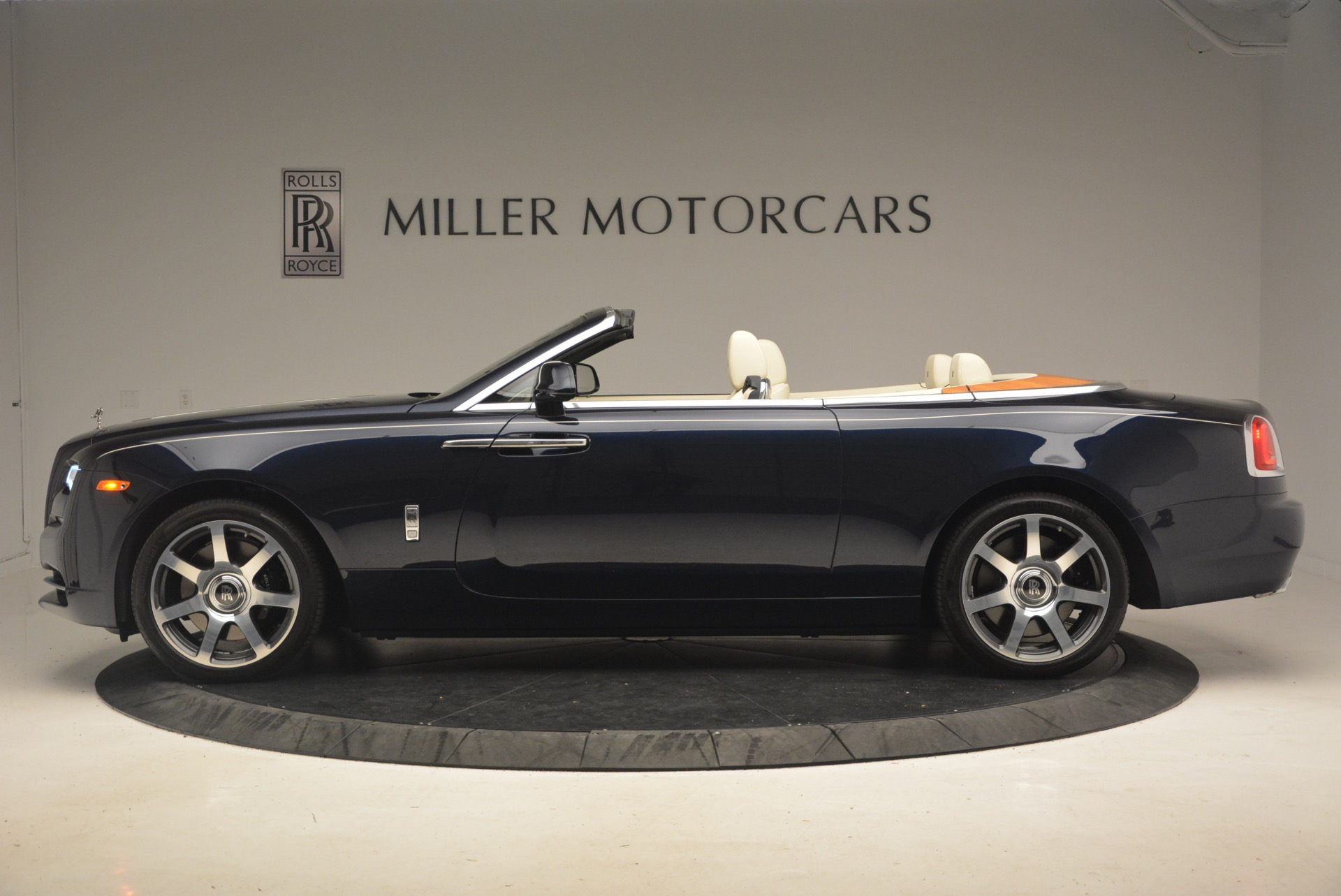Used 2017 Rolls-Royce Dawn  For Sale In Greenwich, CT 1138_p4