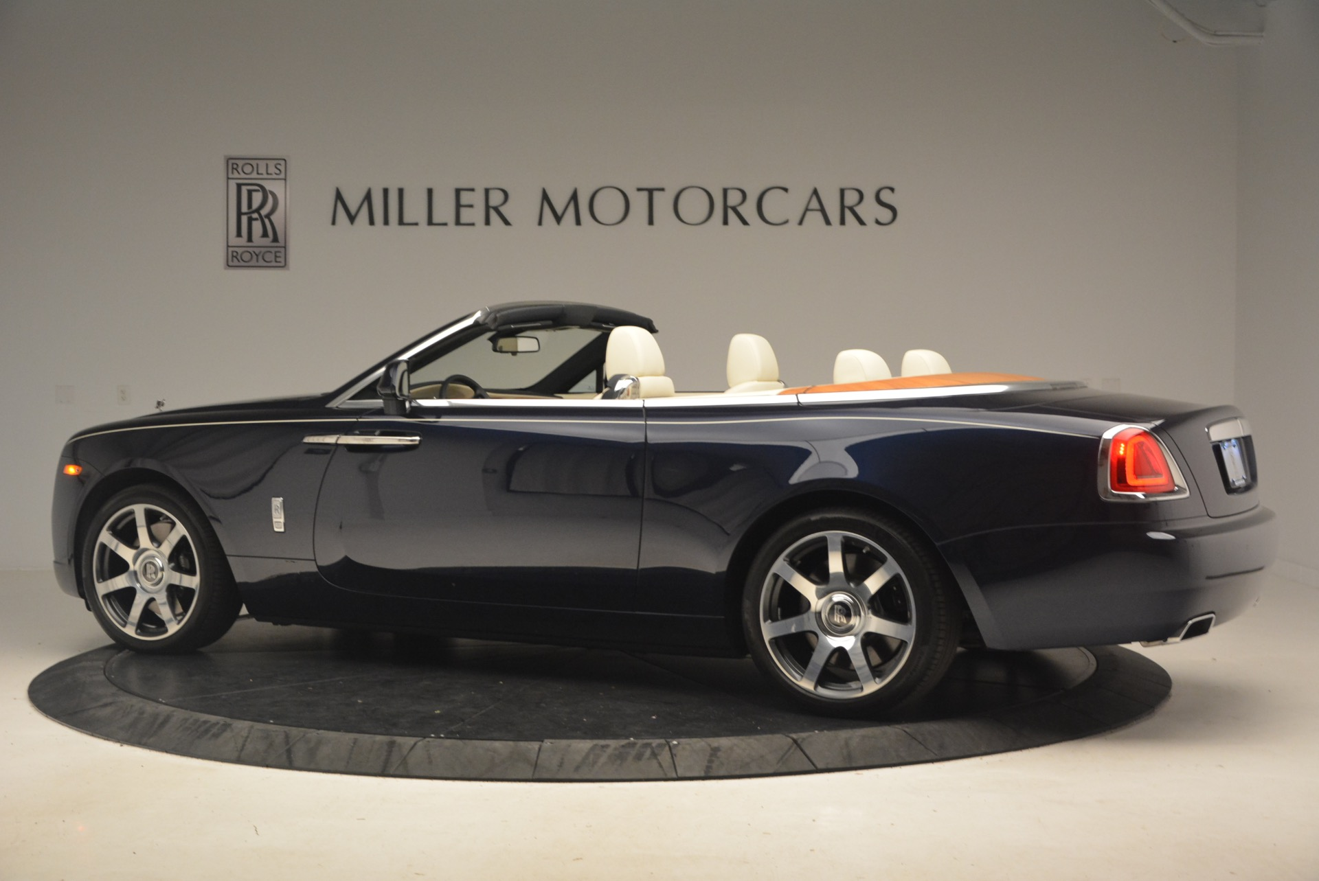 Used 2017 Rolls-Royce Dawn  For Sale In Greenwich, CT 1138_p5
