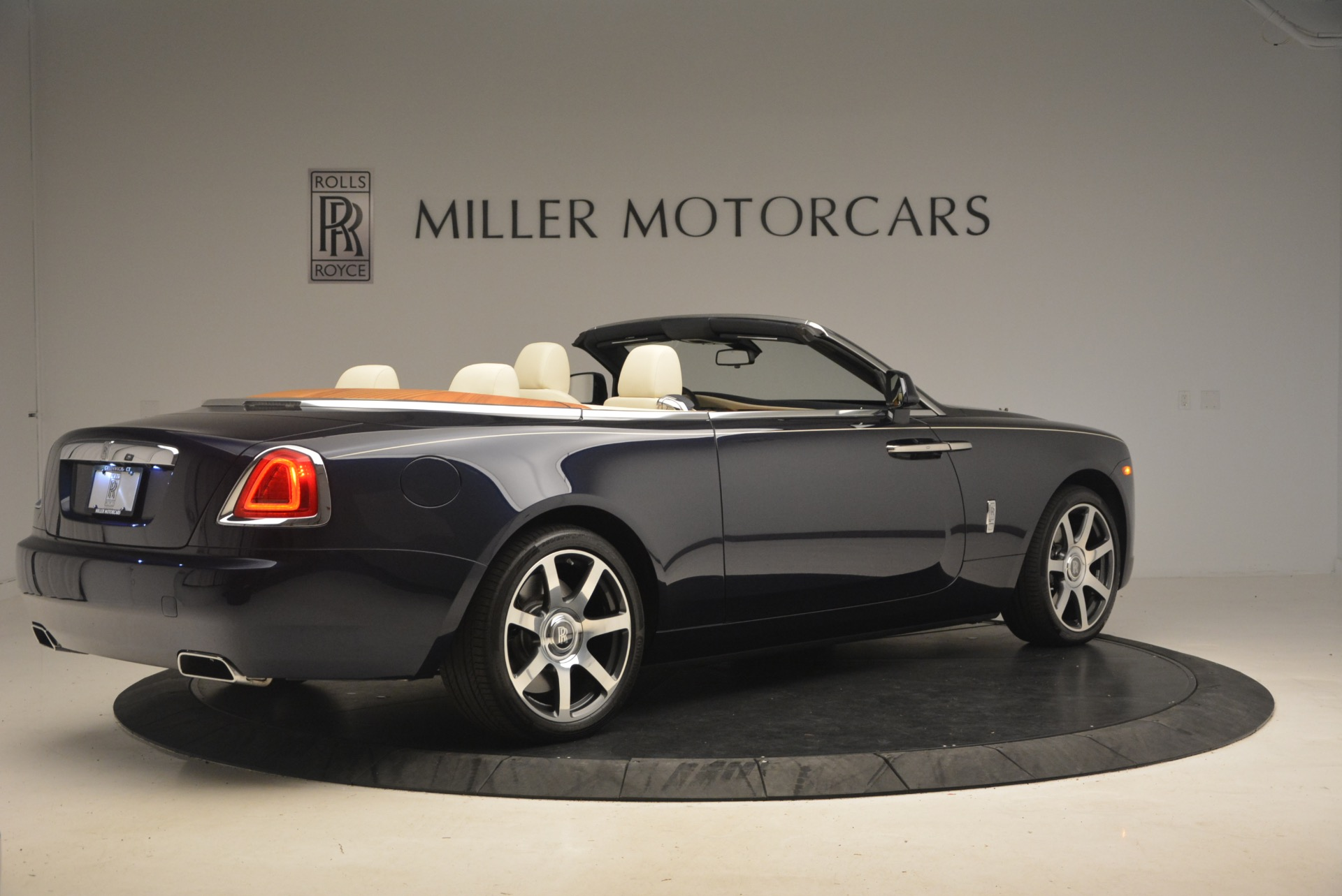 Used 2017 Rolls-Royce Dawn  For Sale In Greenwich, CT 1138_p9