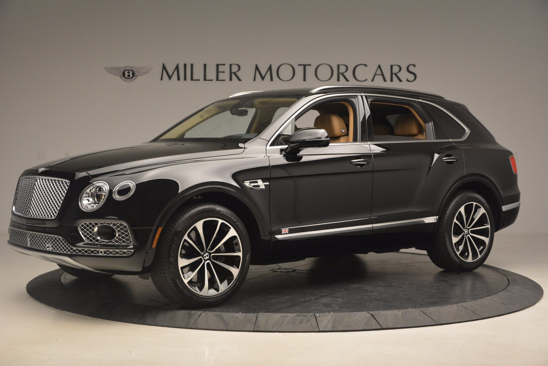 Used 2017 Bentley Bentayga  For Sale In Greenwich, CT 1139_p2