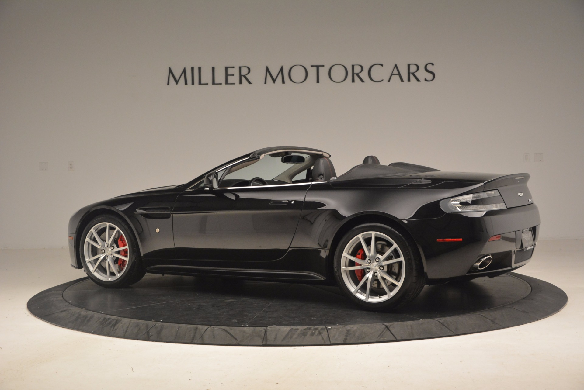 Used 2012 Aston Martin V8 Vantage S Roadster For Sale In Greenwich, CT 1181_p4