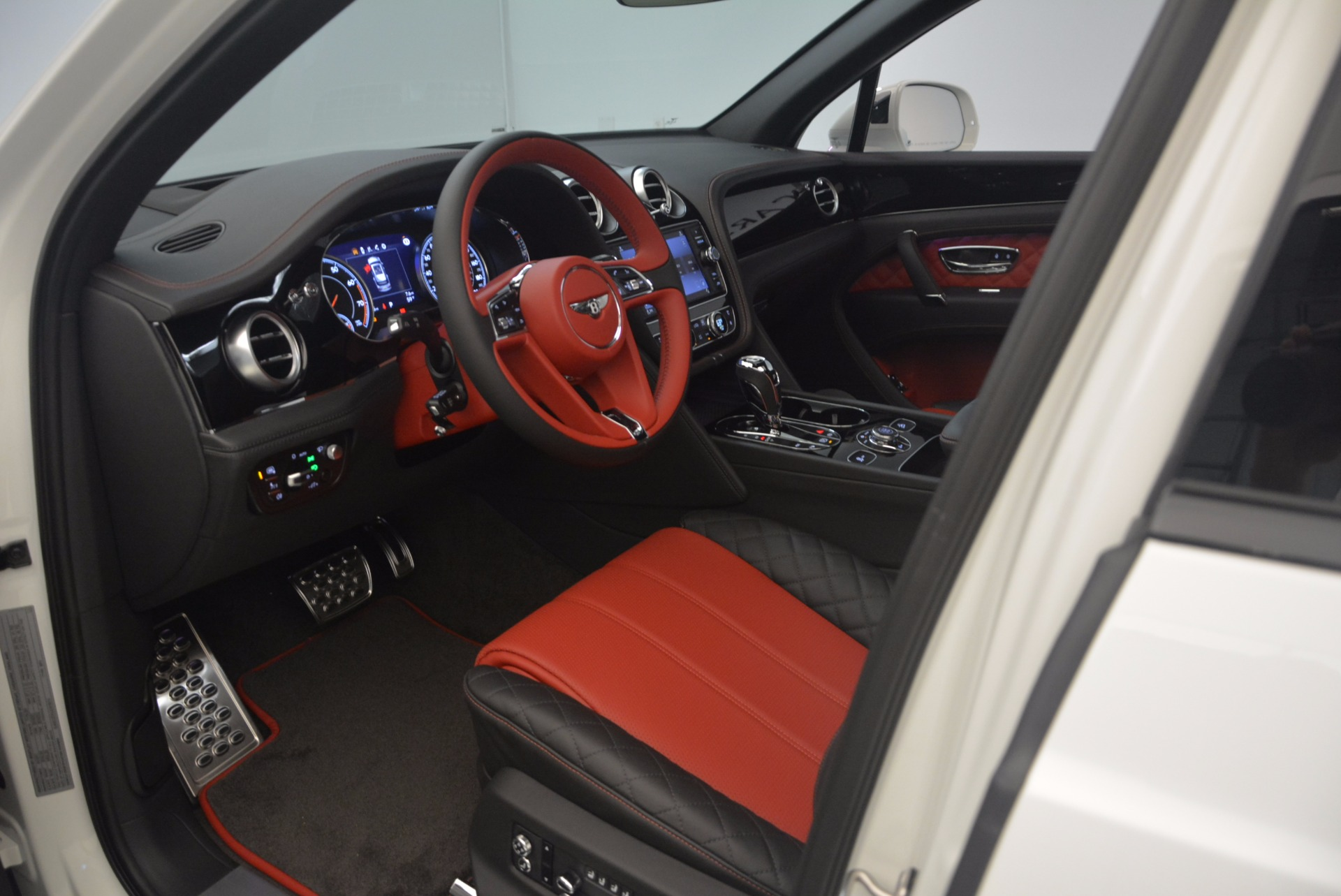 New 2018 Bentley Bentayga Black Edition For Sale In Greenwich, CT 1221_p35