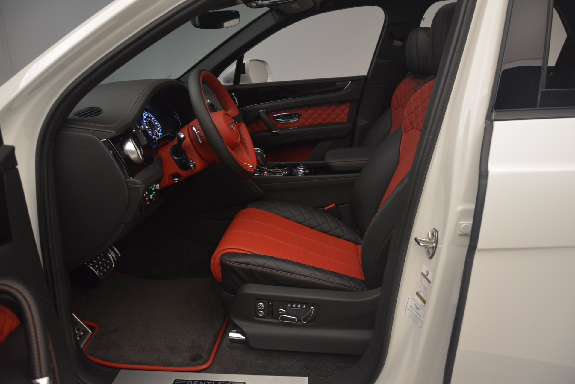 New 2018 Bentley Bentayga Black Edition For Sale In Greenwich, CT 1221_p36