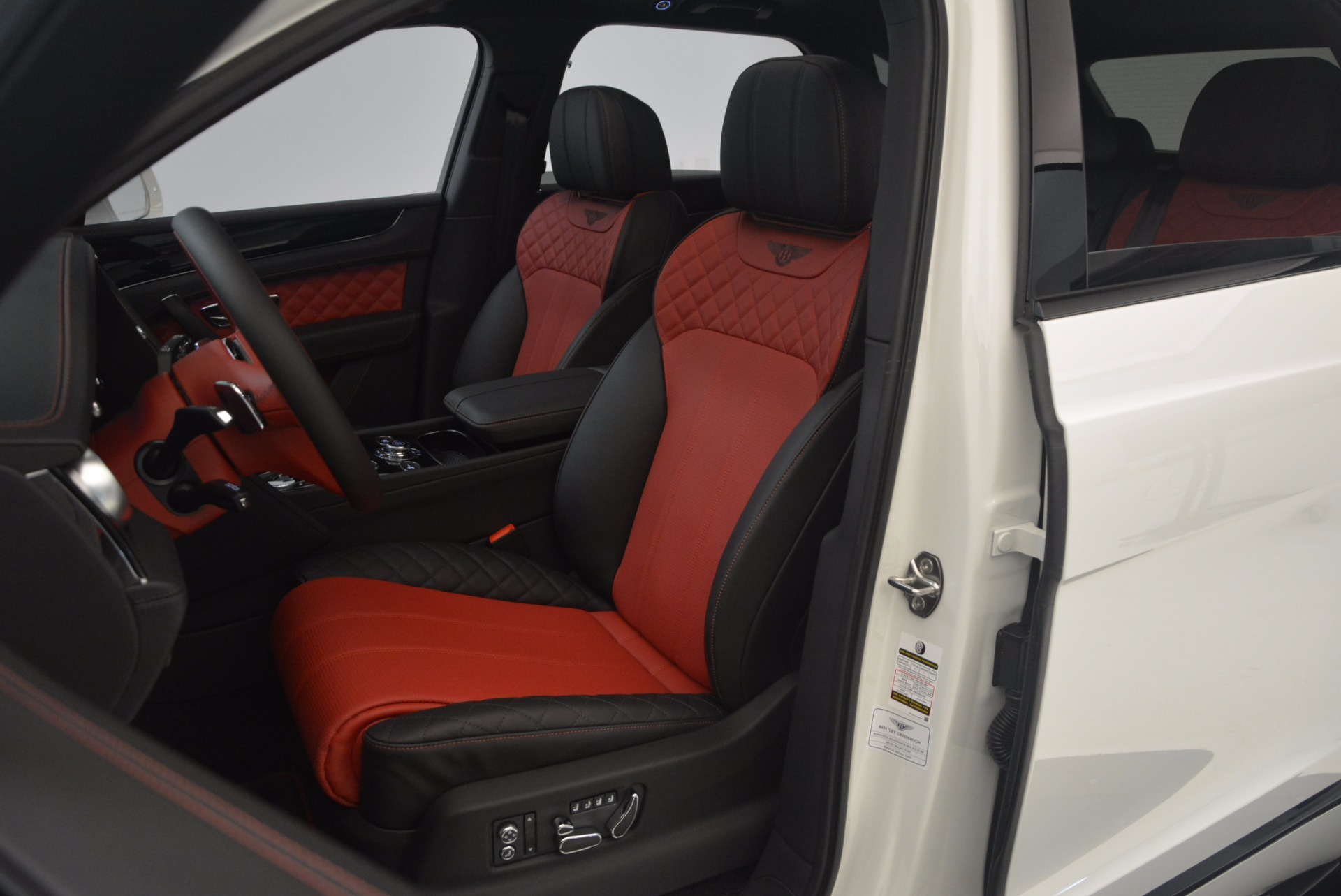 New 2018 Bentley Bentayga Black Edition For Sale In Greenwich, CT 1221_p37