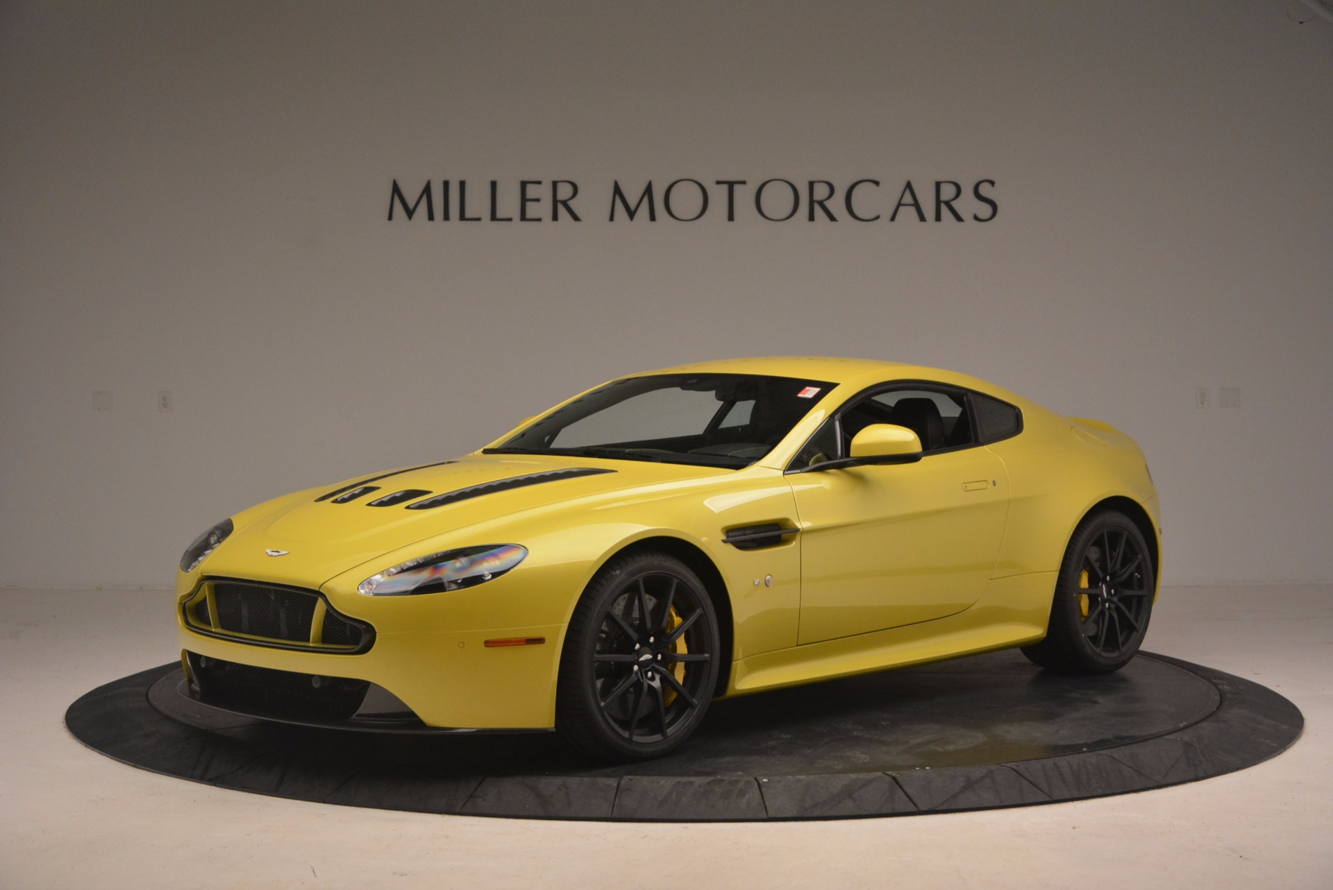 New 2017 Aston Martin V12 Vantage S  For Sale In Greenwich, CT 1224_p2