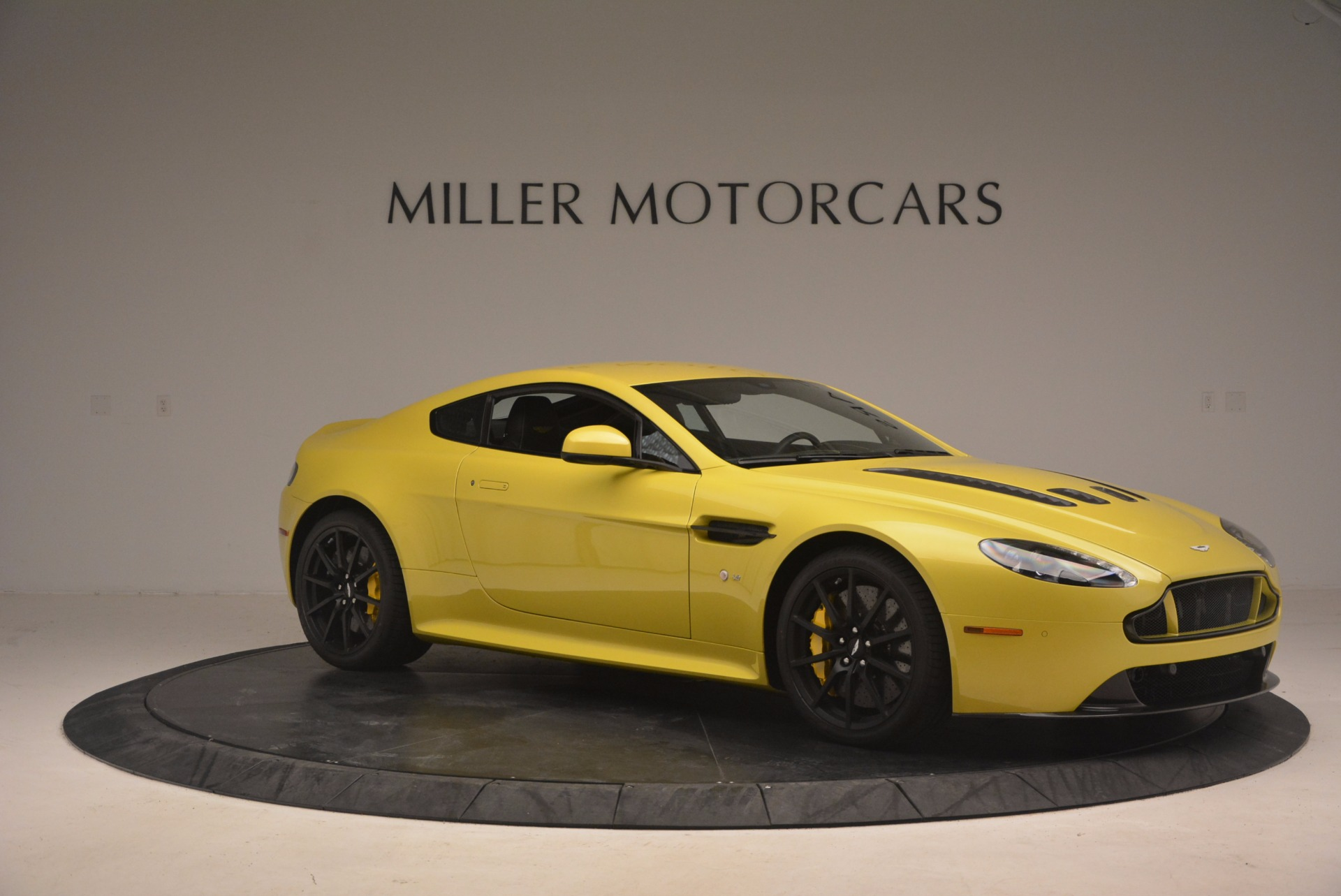 New 2017 Aston Martin V12 Vantage S  For Sale In Greenwich, CT 1224_p9