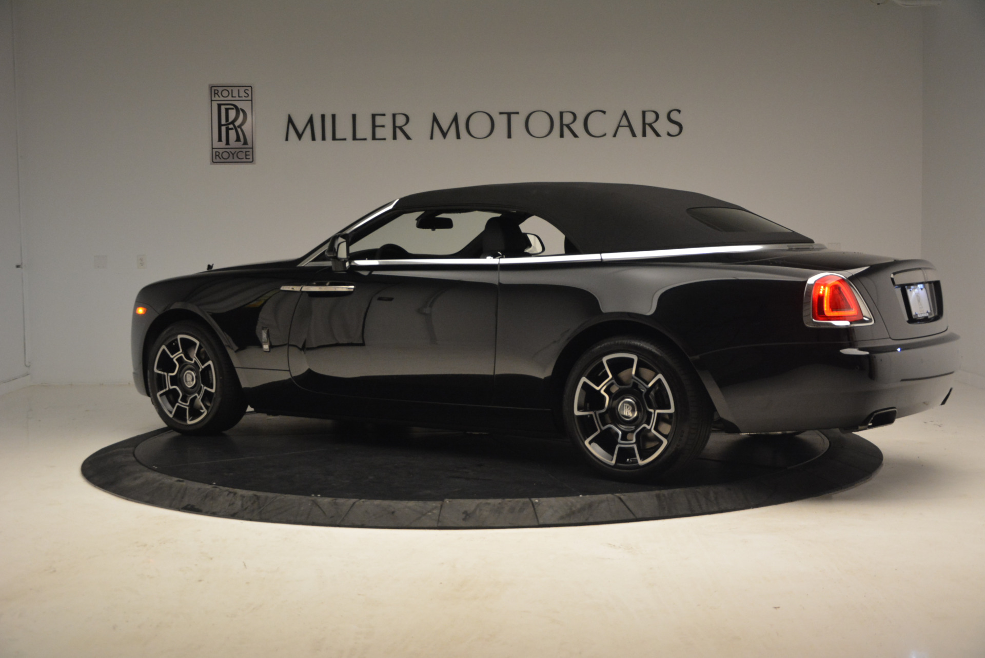 New 2018 Rolls-Royce Dawn Black Badge For Sale In Greenwich, CT 1249_p16
