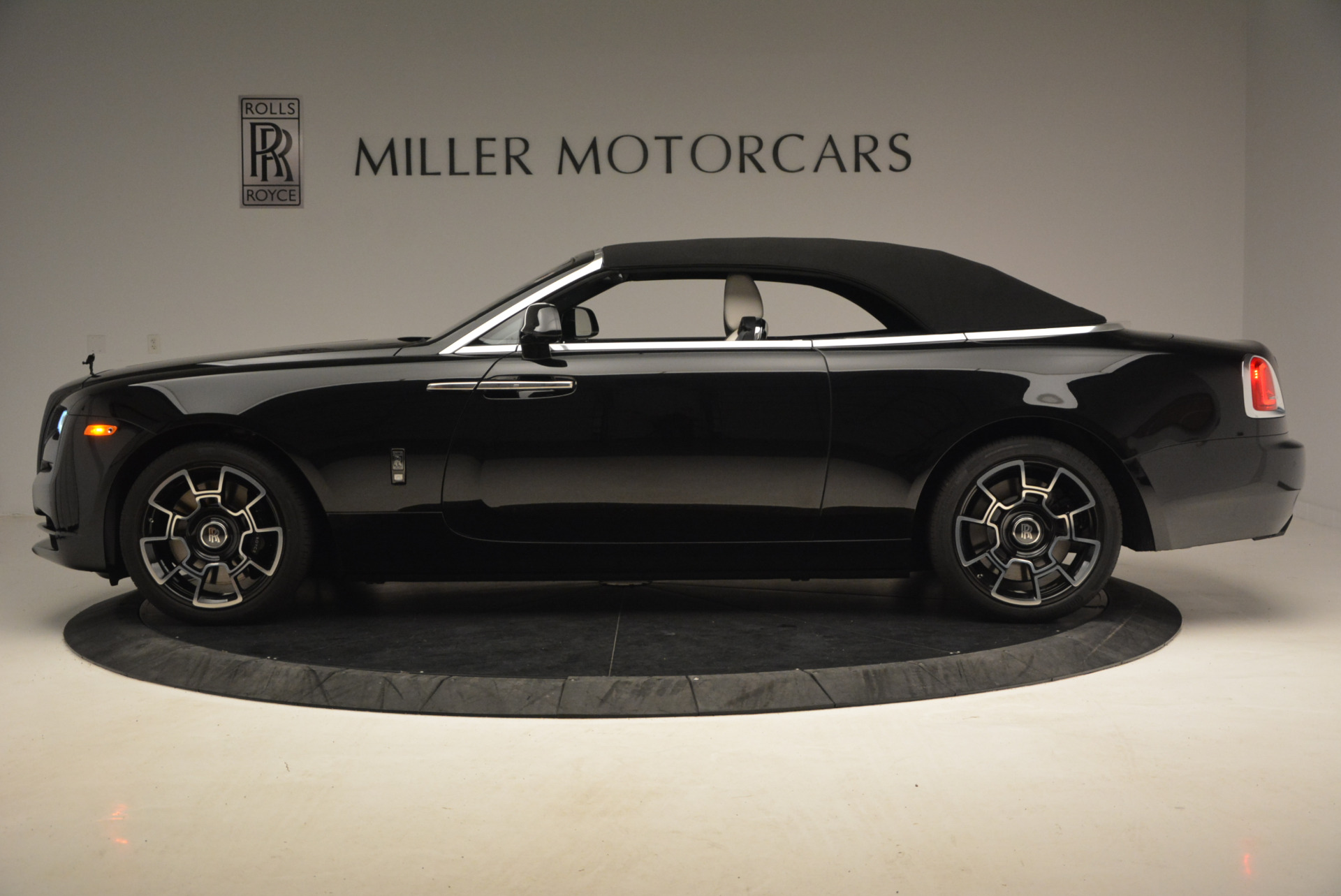 New 2018 Rolls-Royce Dawn Black Badge For Sale In Greenwich, CT 1250_p16