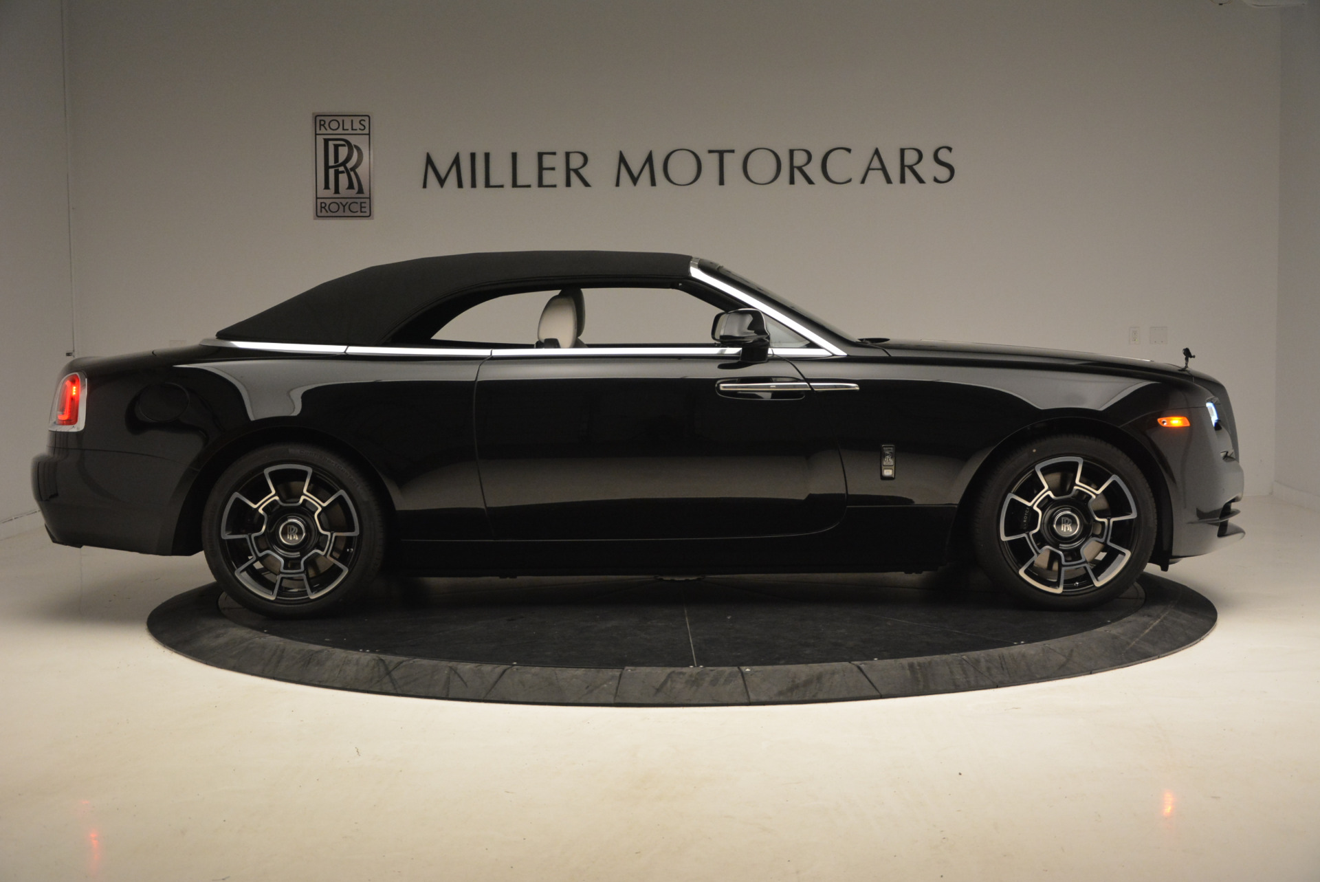 New 2018 Rolls-Royce Dawn Black Badge For Sale In Greenwich, CT 1250_p22