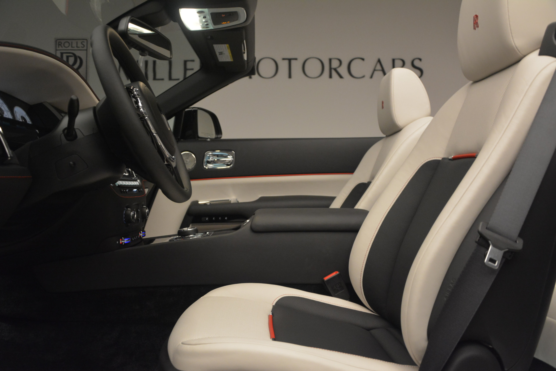 New 2018 Rolls-Royce Dawn Black Badge For Sale In Greenwich, CT 1250_p31