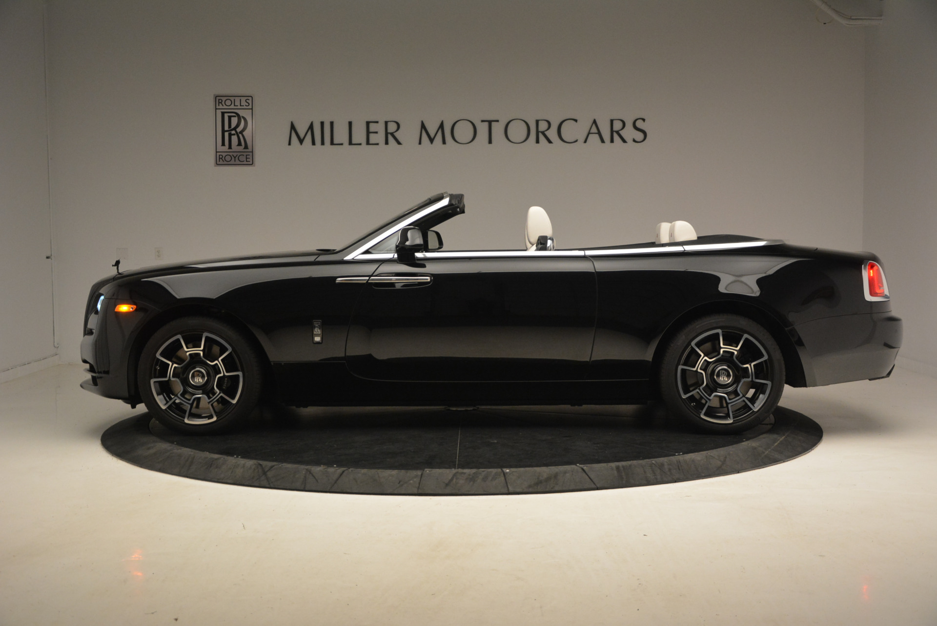 New 2018 Rolls-Royce Dawn Black Badge For Sale In Greenwich, CT 1250_p3