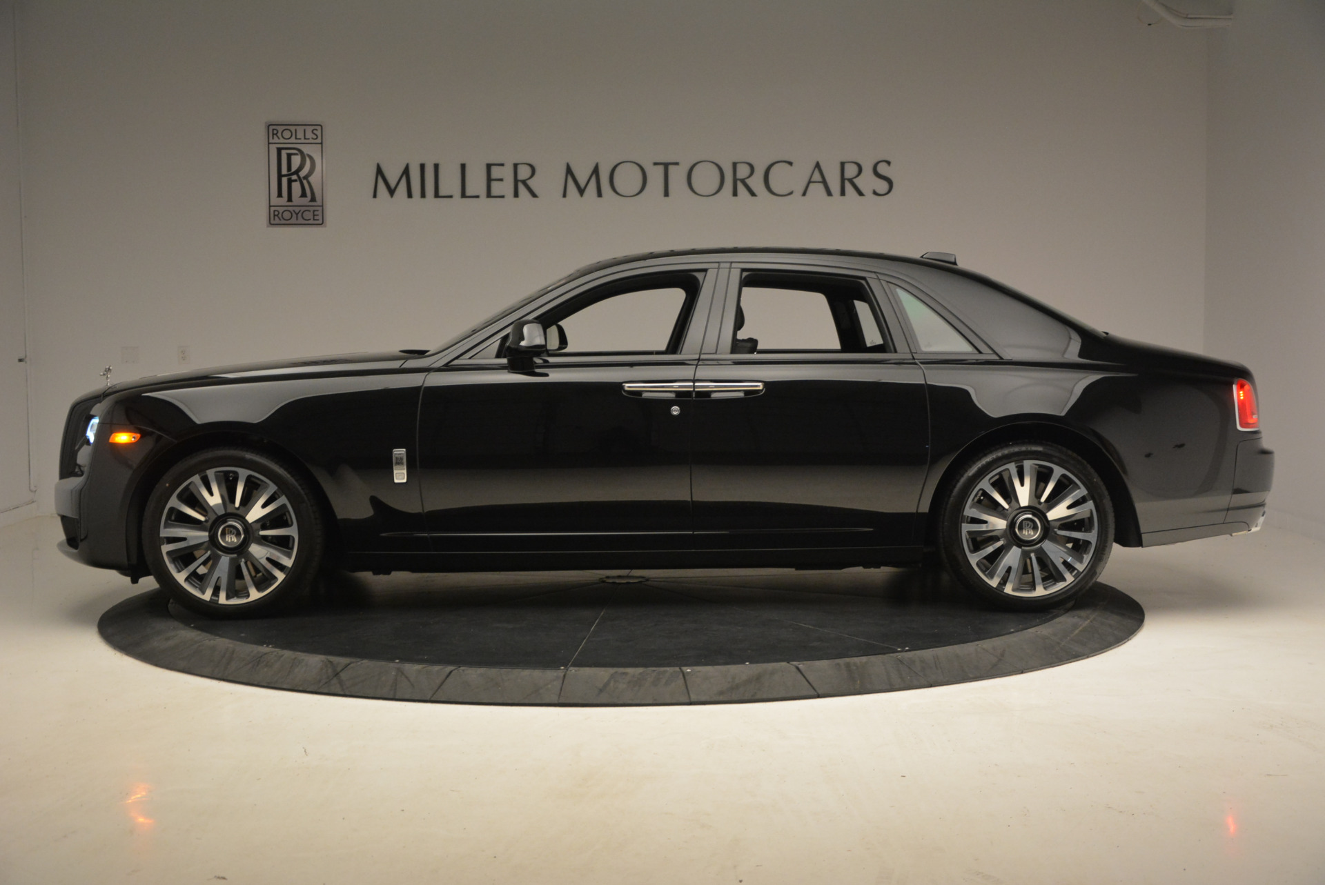 New 2018 Rolls-Royce Ghost  For Sale In Greenwich, CT 1252_p3