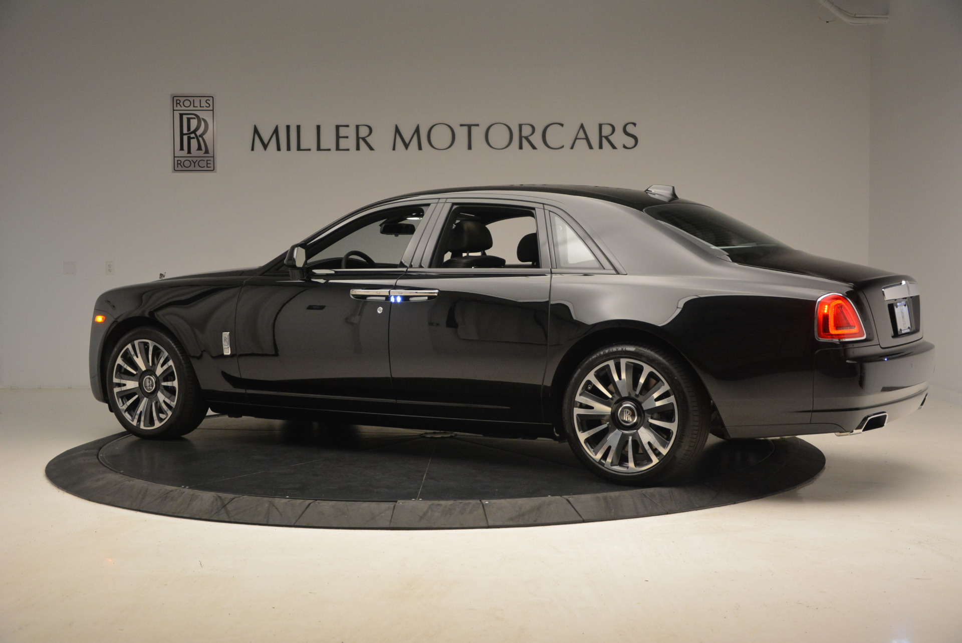 New 2018 Rolls-Royce Ghost  For Sale In Greenwich, CT 1252_p6