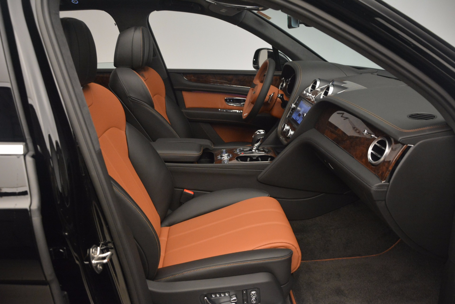 New 2018 Bentley Bentayga Activity Edition-Now with seating for 7!!! For Sale In Greenwich, CT 1255_p41