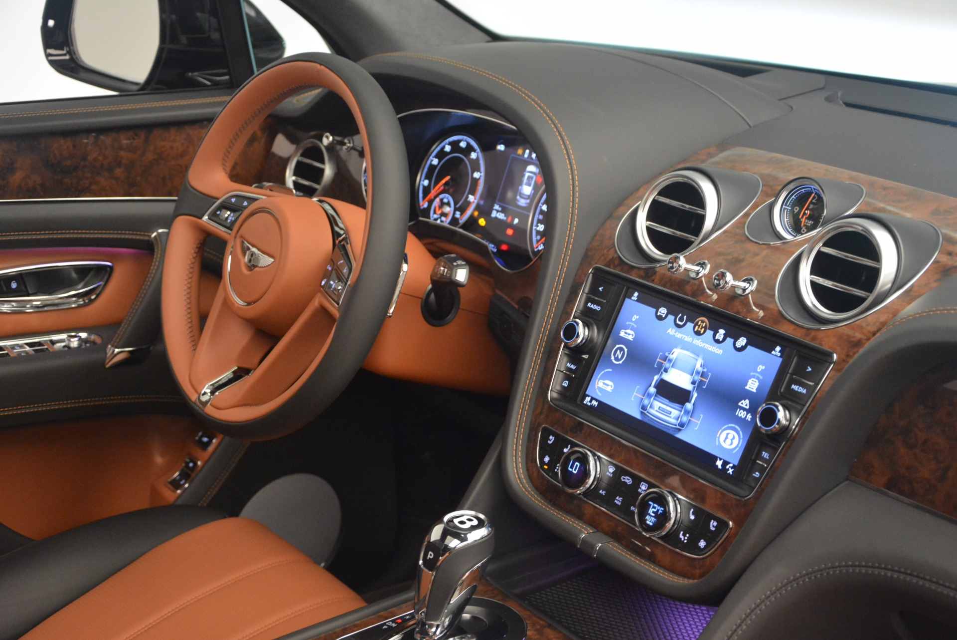 New 2018 Bentley Bentayga Activity Edition-Now with seating for 7!!! For Sale In Greenwich, CT 1255_p43