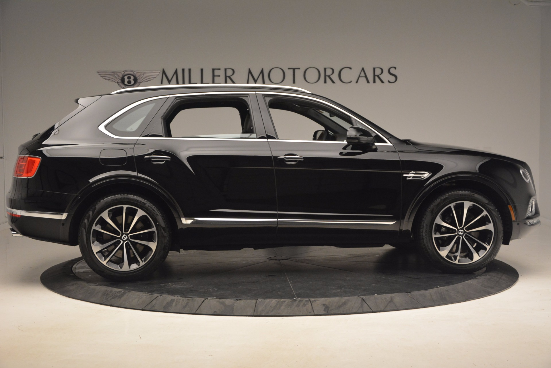 New 2018 Bentley Bentayga Activity Edition-Now with seating for 7!!! For Sale In Greenwich, CT 1255_p9