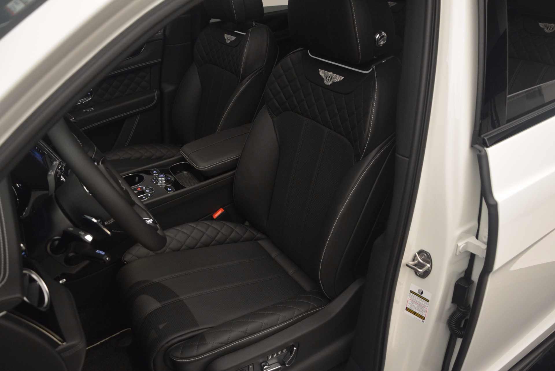 New 2018 Bentley Bentayga Black Edition For Sale In Greenwich, CT 1260_p25