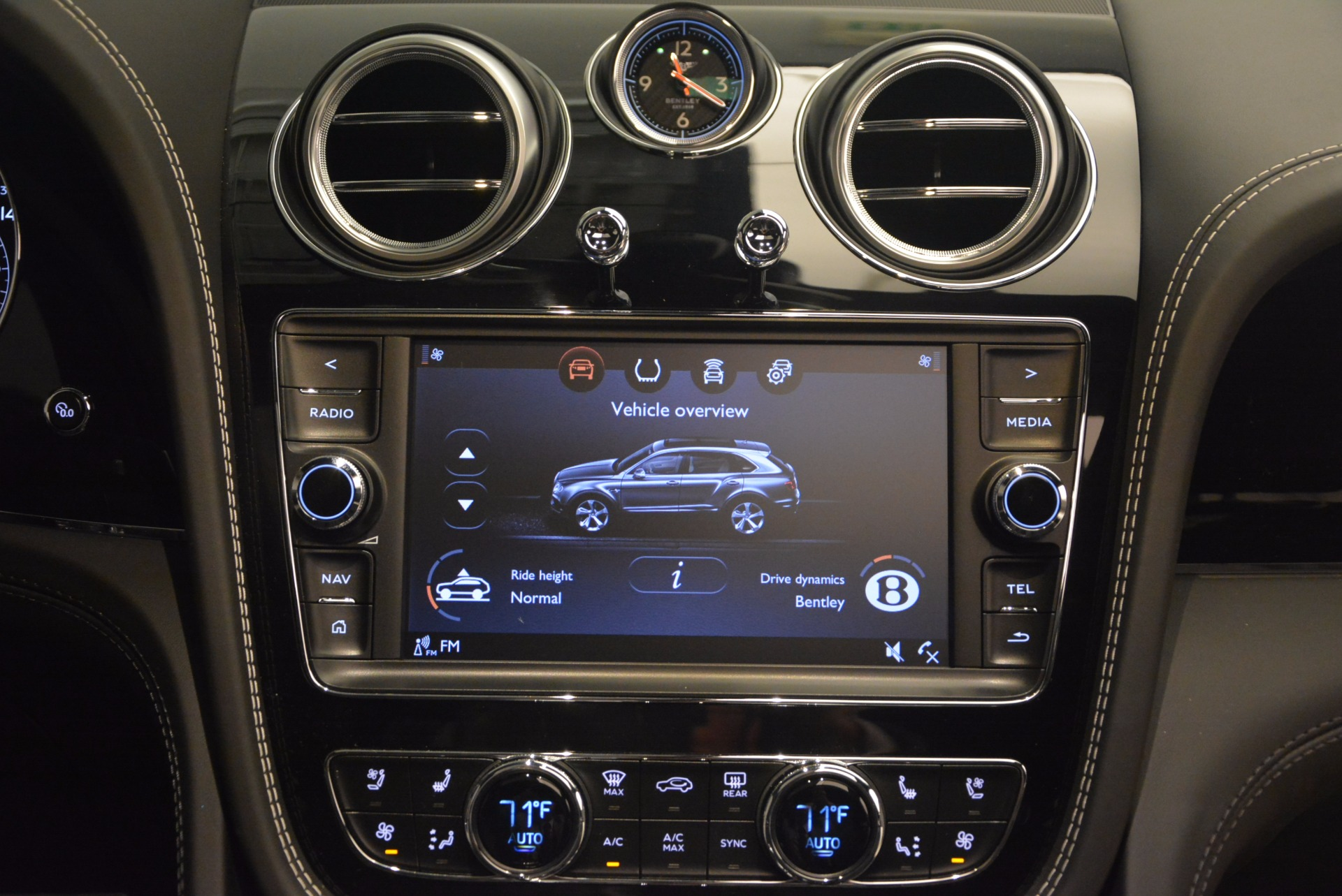 New 2018 Bentley Bentayga Black Edition For Sale In Greenwich, CT 1260_p52
