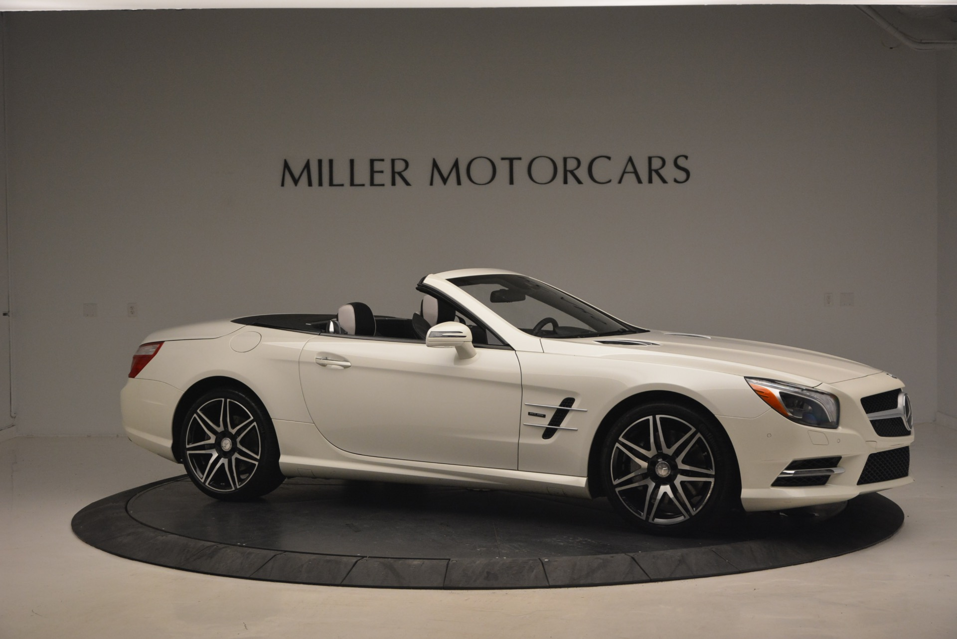 Used 2015 Mercedes Benz SL-Class SL 550 For Sale In Greenwich, CT 1261_p11