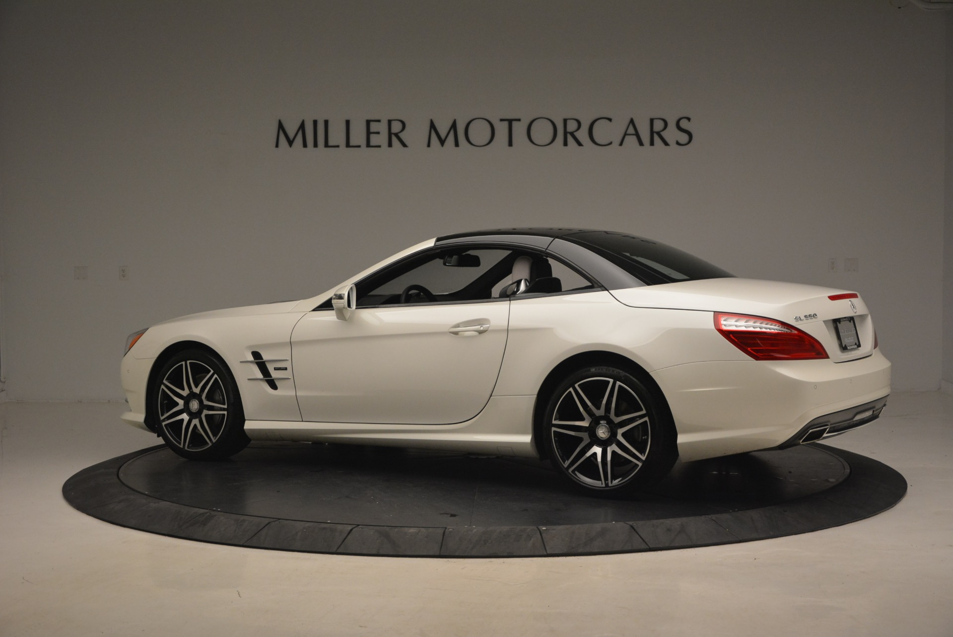 Used 2015 Mercedes Benz SL-Class SL 550 For Sale In Greenwich, CT 1261_p18