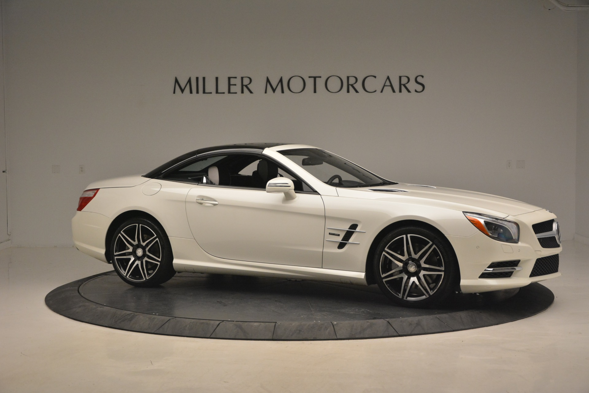 Used 2015 Mercedes Benz SL-Class SL 550 For Sale In Greenwich, CT 1261_p24