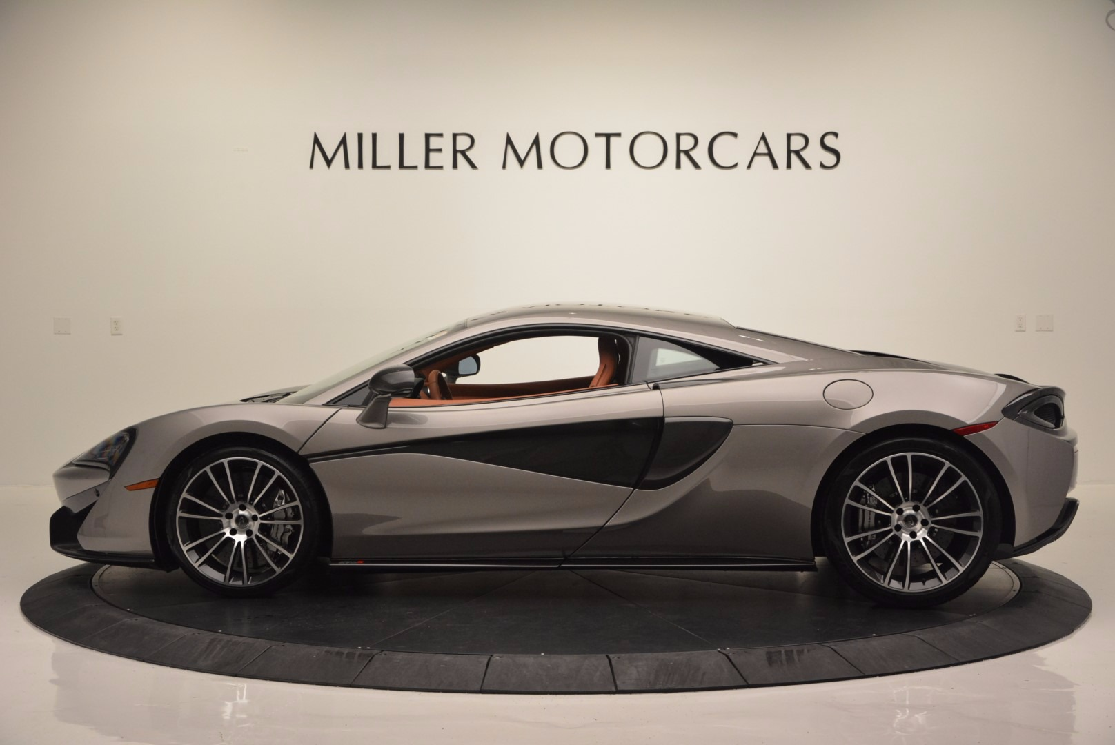 Used 2016 McLaren 570S  For Sale In Greenwich, CT 1267_p3