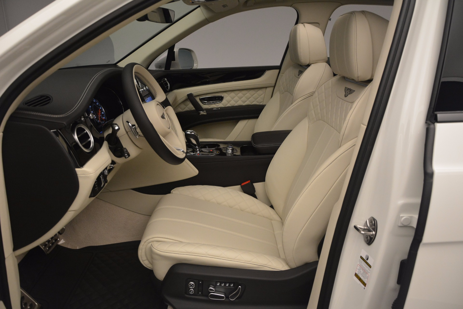 New 2018 Bentley Bentayga Black Edition For Sale In Greenwich, CT 1302_p31