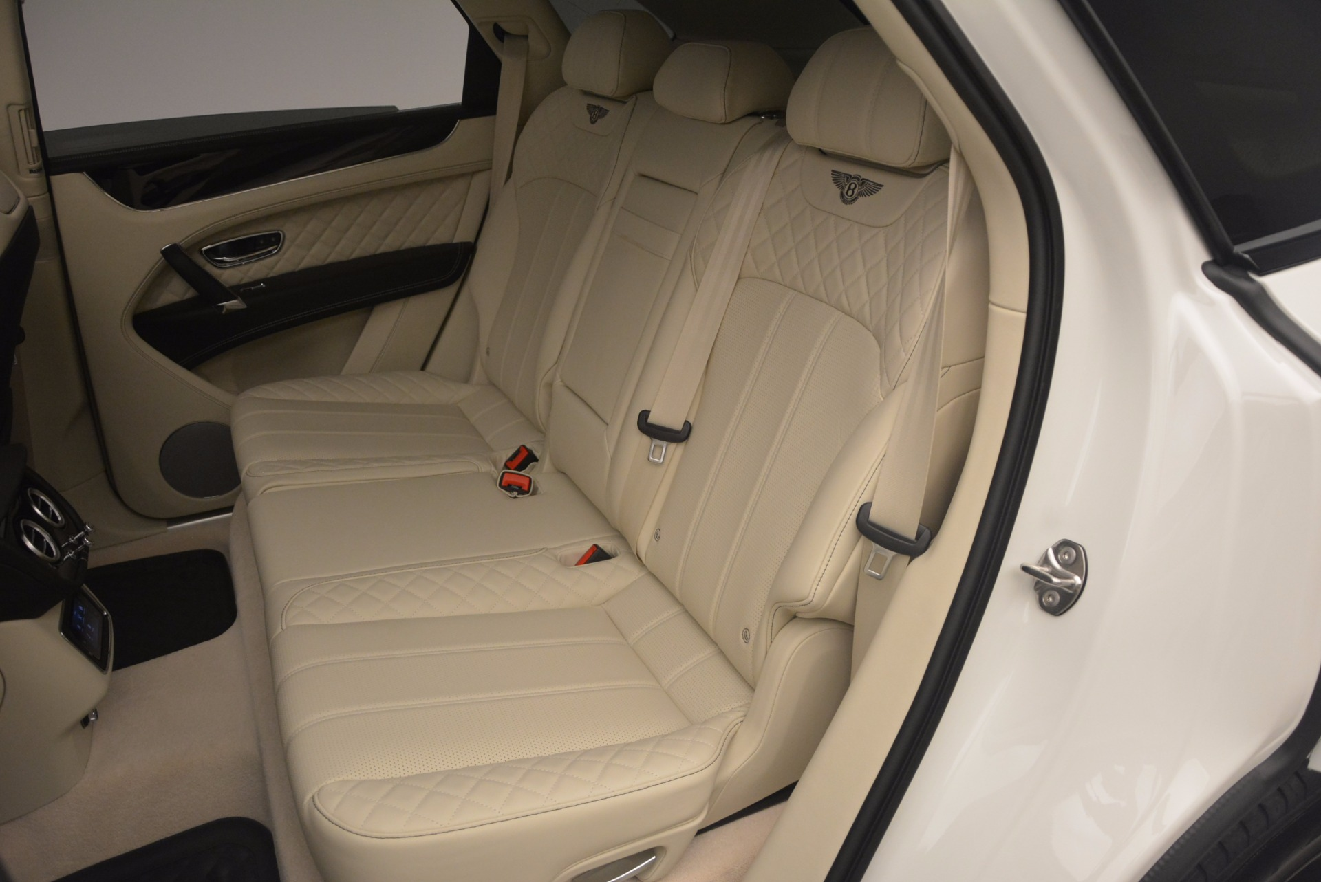 New 2018 Bentley Bentayga Black Edition For Sale In Greenwich, CT 1302_p38