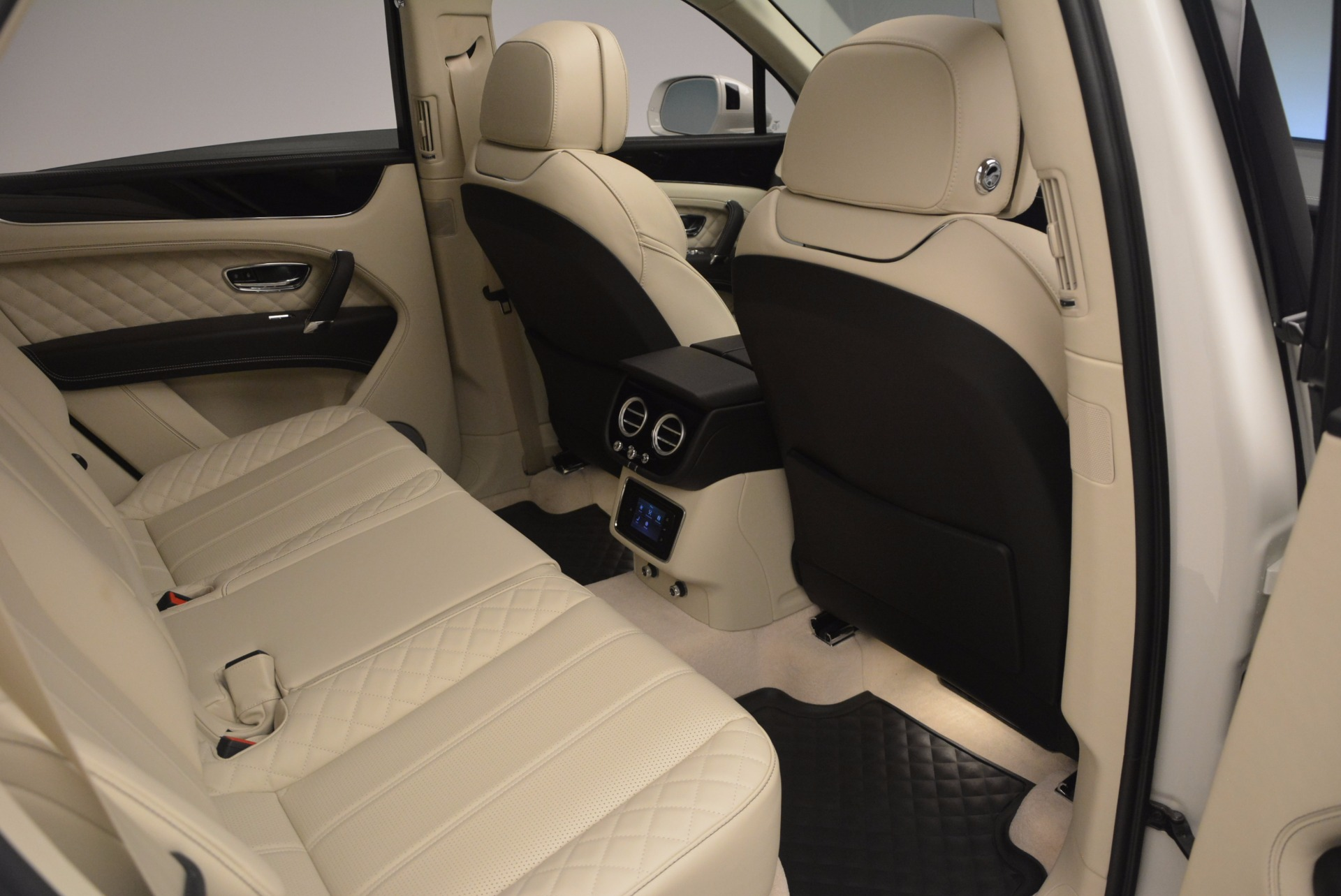 New 2018 Bentley Bentayga Black Edition For Sale In Greenwich, CT 1302_p44