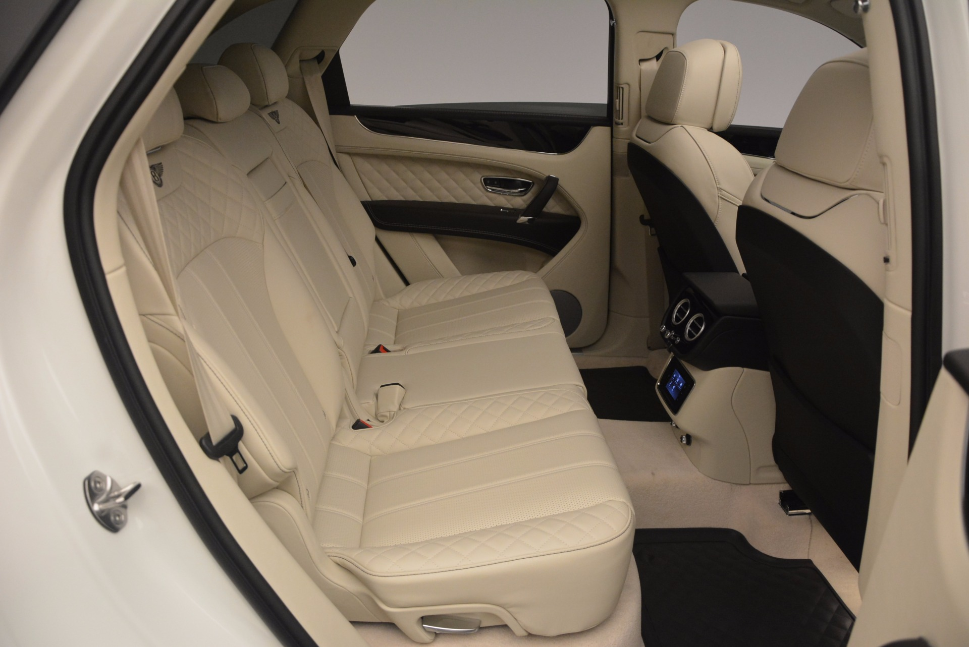New 2018 Bentley Bentayga Black Edition For Sale In Greenwich, CT 1302_p45