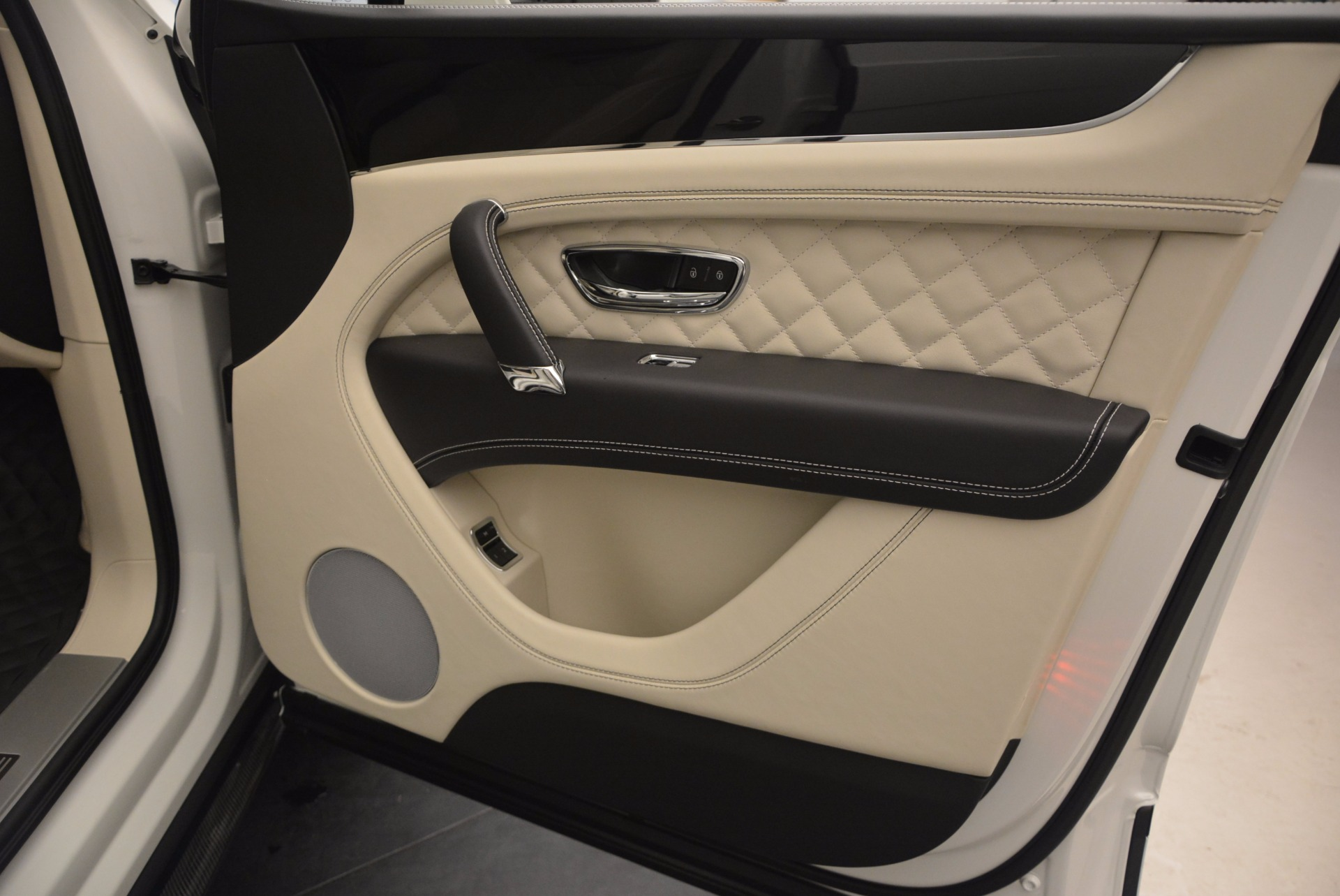 New 2018 Bentley Bentayga Black Edition For Sale In Greenwich, CT 1302_p47