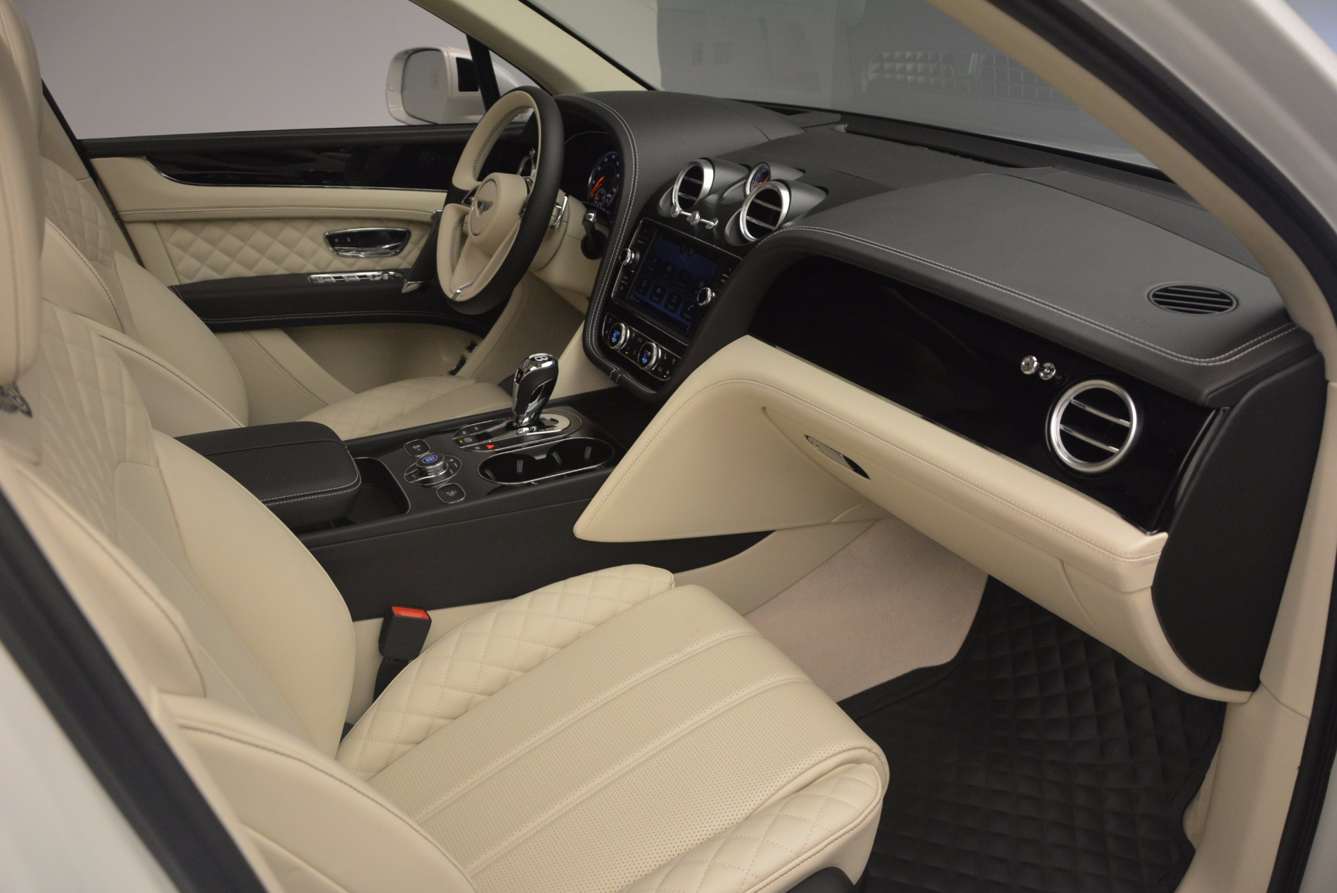 New 2018 Bentley Bentayga Black Edition For Sale In Greenwich, CT 1302_p50