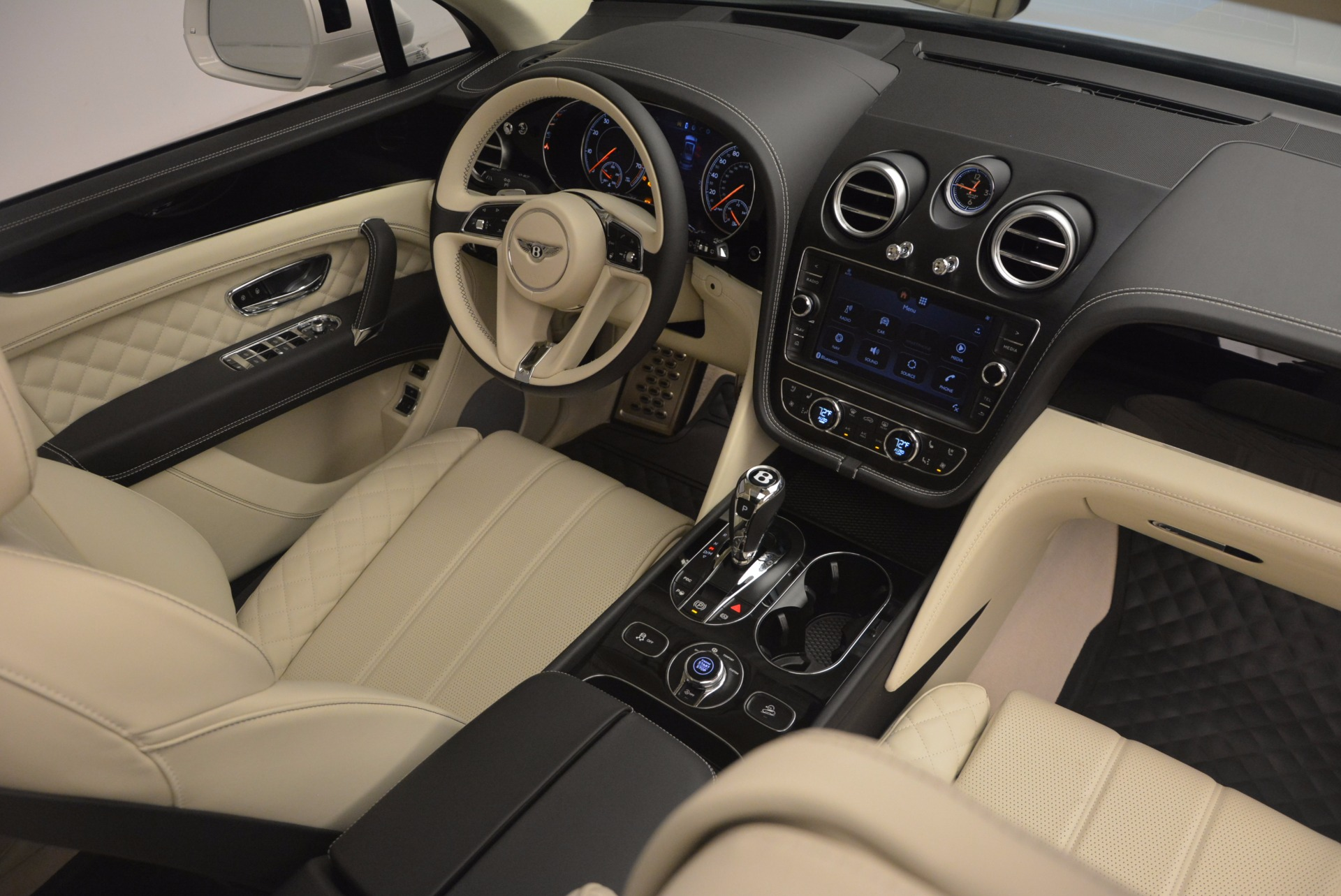 New 2018 Bentley Bentayga Black Edition For Sale In Greenwich, CT 1302_p59