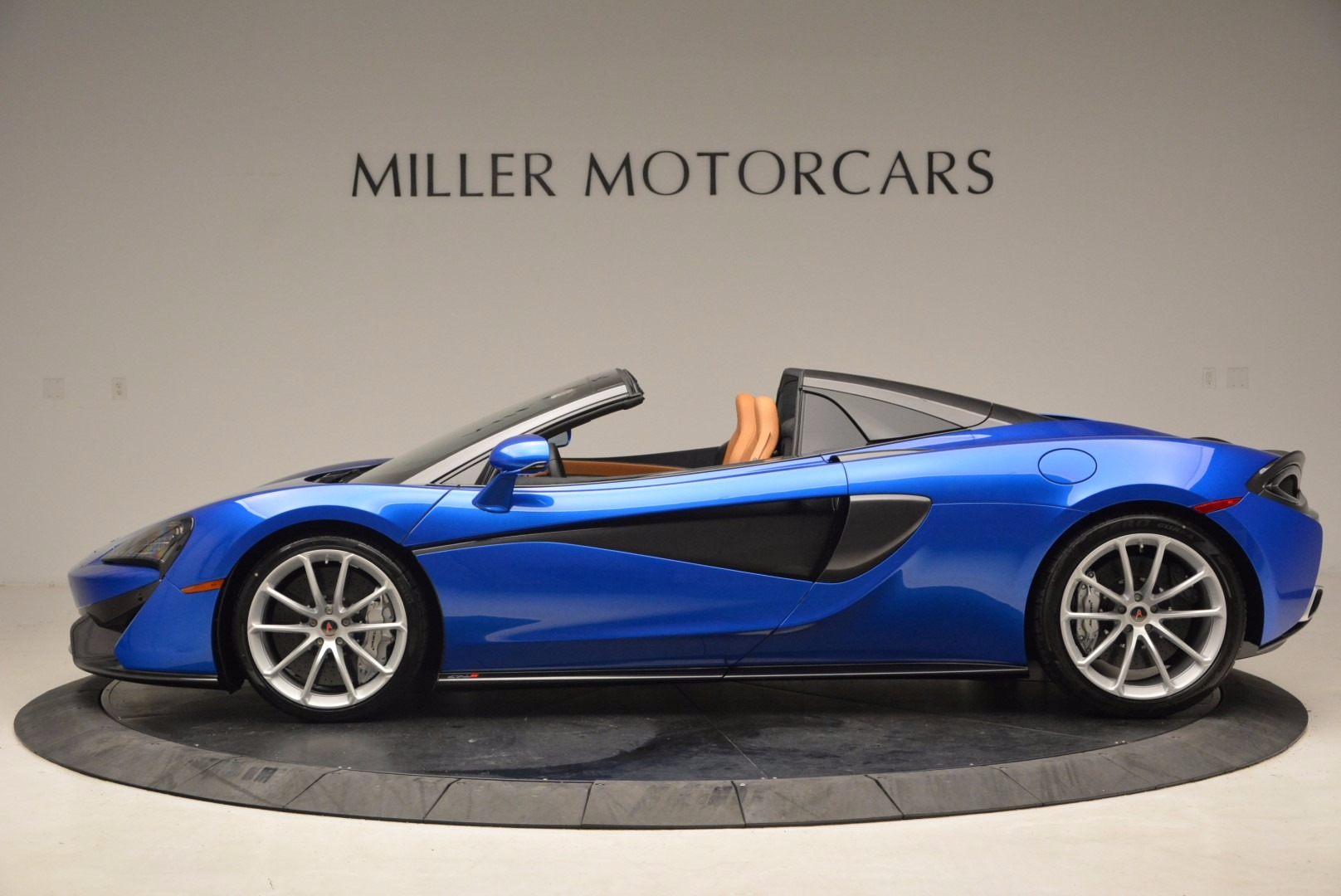 Used 2018 McLaren 570S Spider For Sale In Greenwich, CT 1303_p3