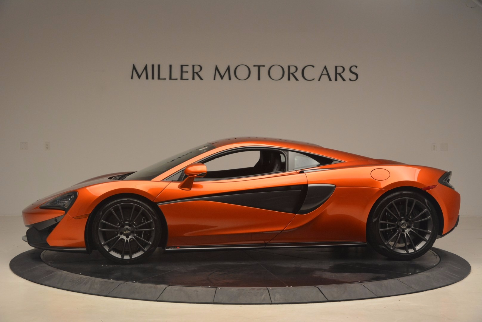 Used 2017 McLaren 570S  For Sale In Greenwich, CT 1304_p3