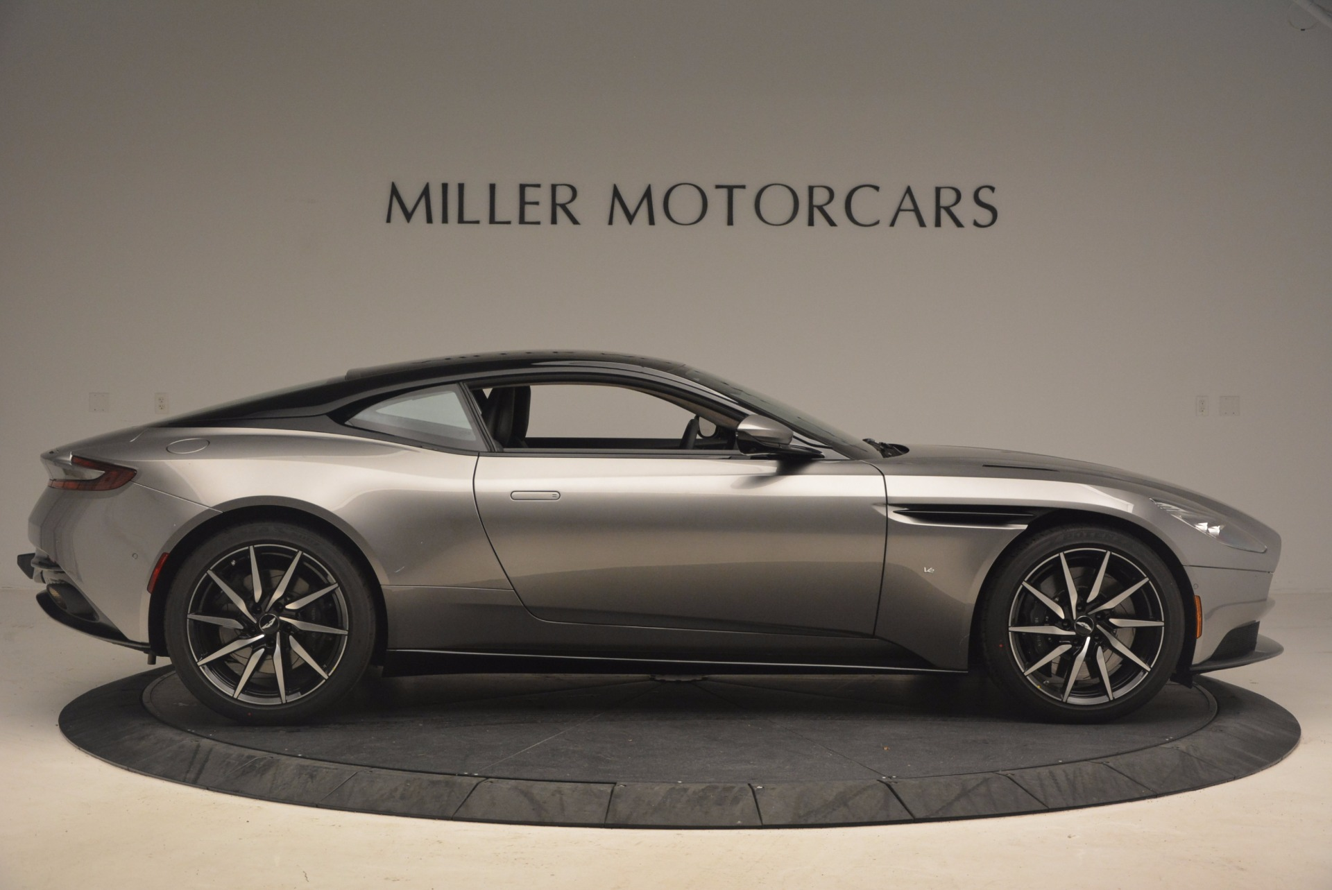 New 2017 Aston Martin DB11  For Sale In Greenwich, CT 1306_p9