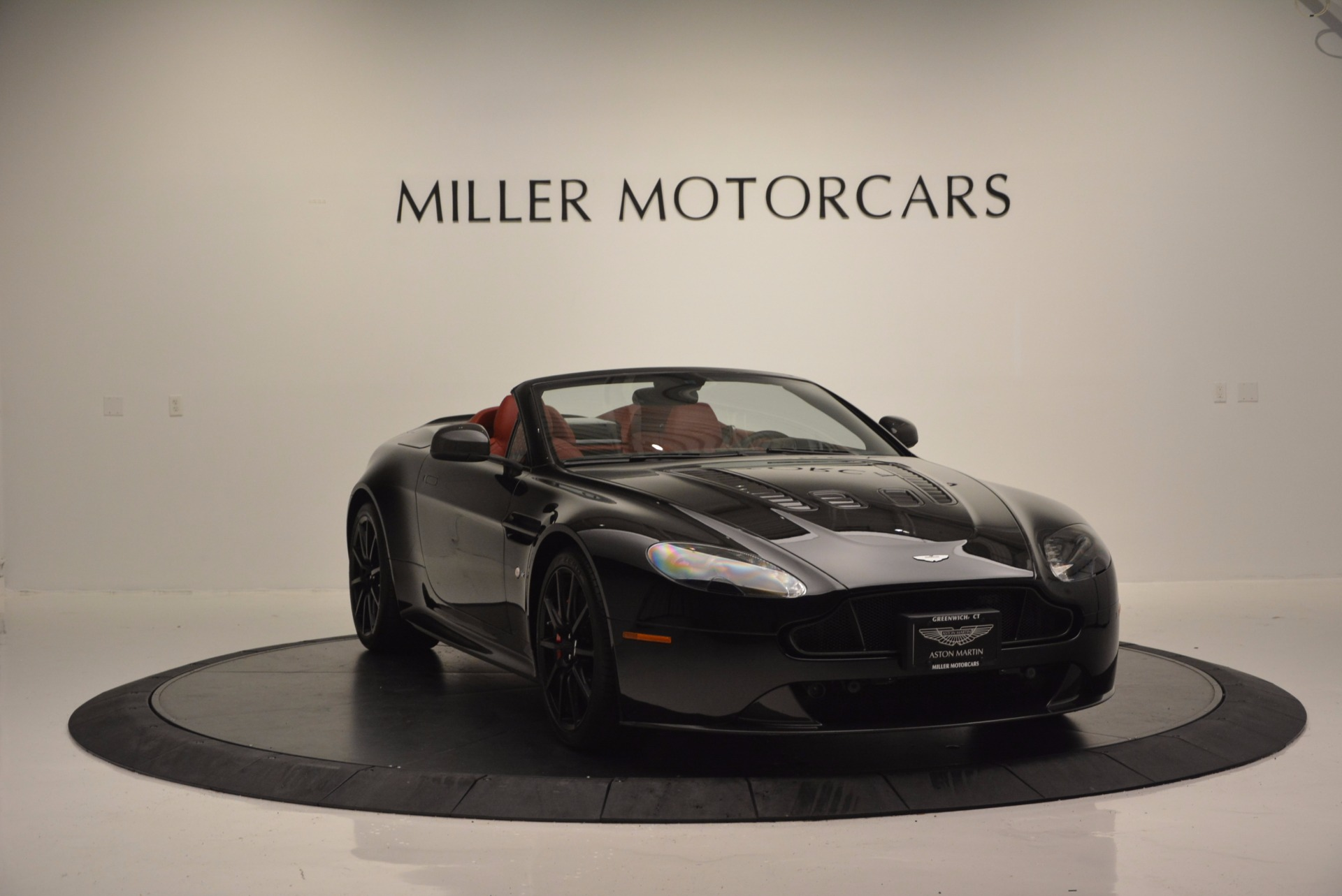 Used 2015 Aston Martin V12 Vantage S Roadster For Sale In Greenwich, CT 1335_p11