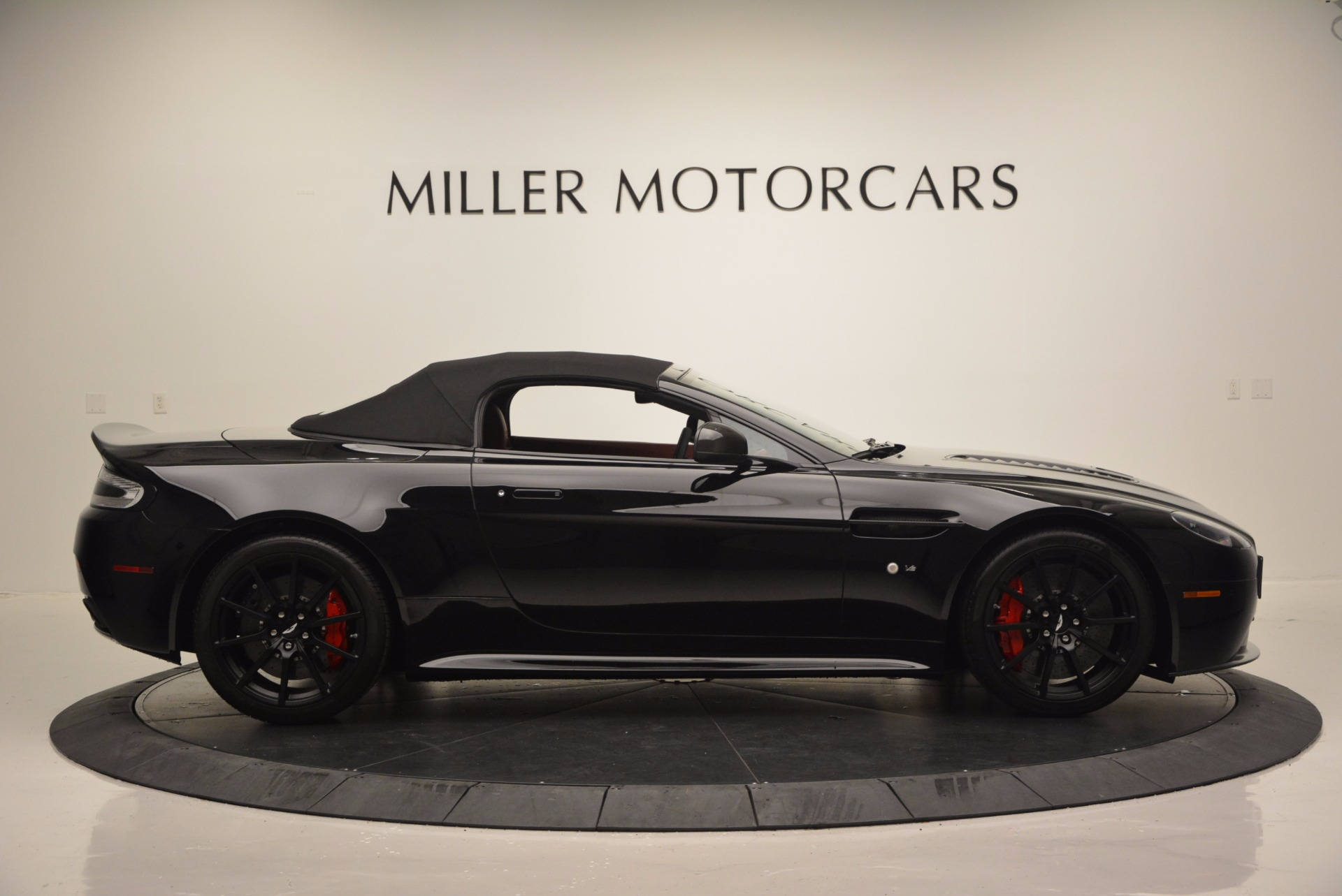 Used 2015 Aston Martin V12 Vantage S Roadster For Sale In Greenwich, CT 1335_p15